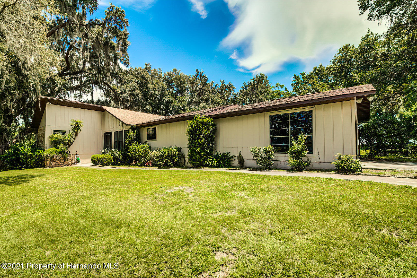 Listing photo id 5 for 4450 Spring Lake Highway
