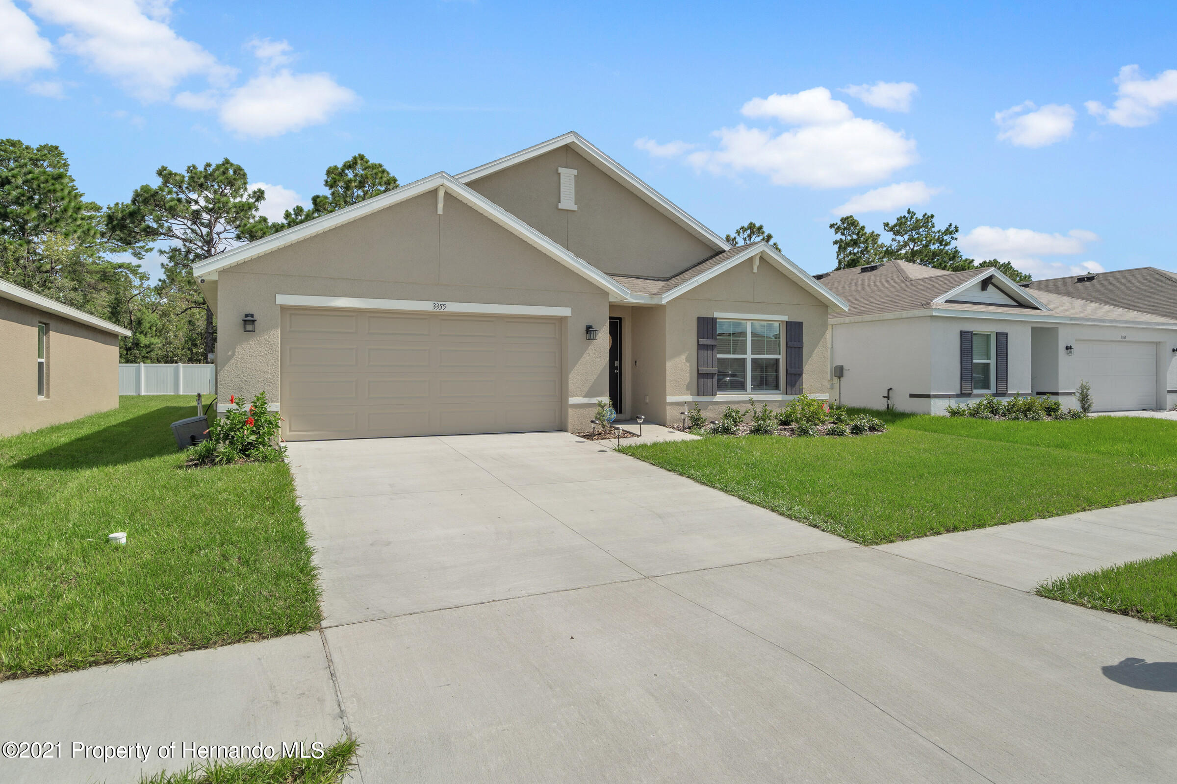 Listing photo id 2 for 3355 Autumn Amber Drive