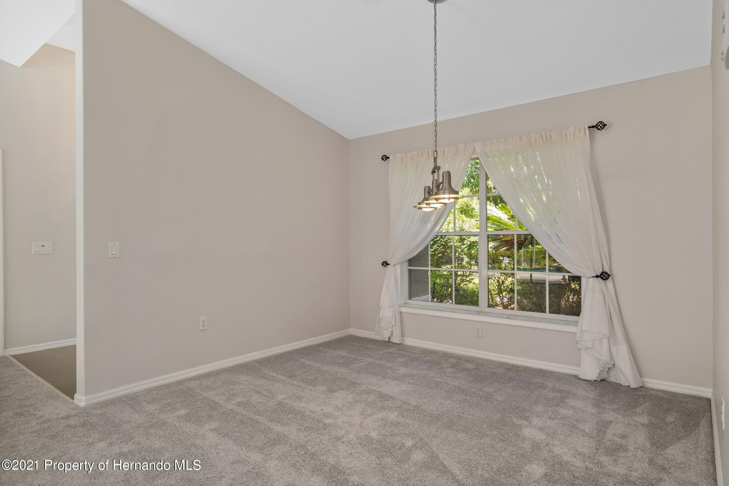 Listing photo id 13 for 4985 N Pink Poppy Drive