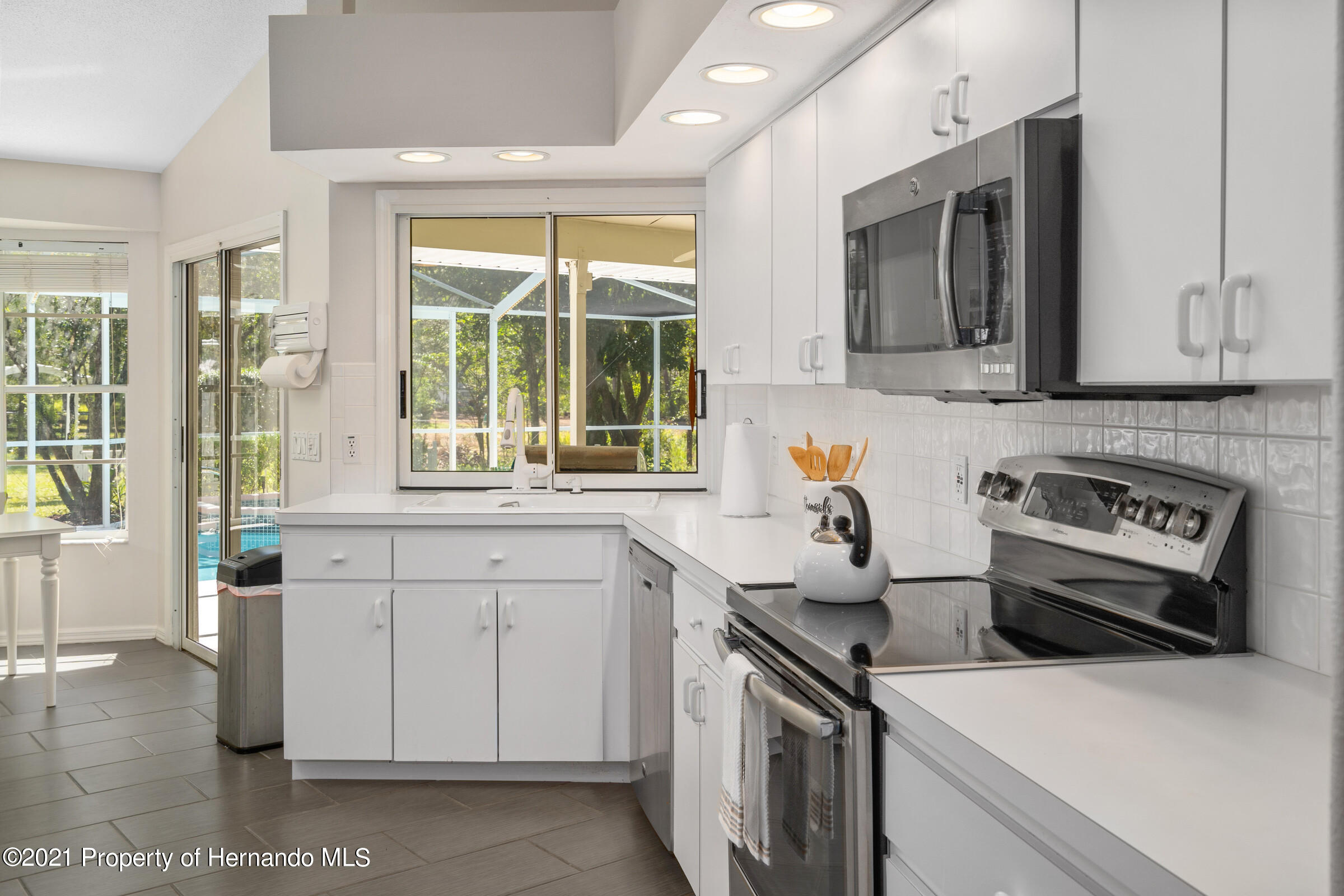 Listing photo id 17 for 4985 N Pink Poppy Drive