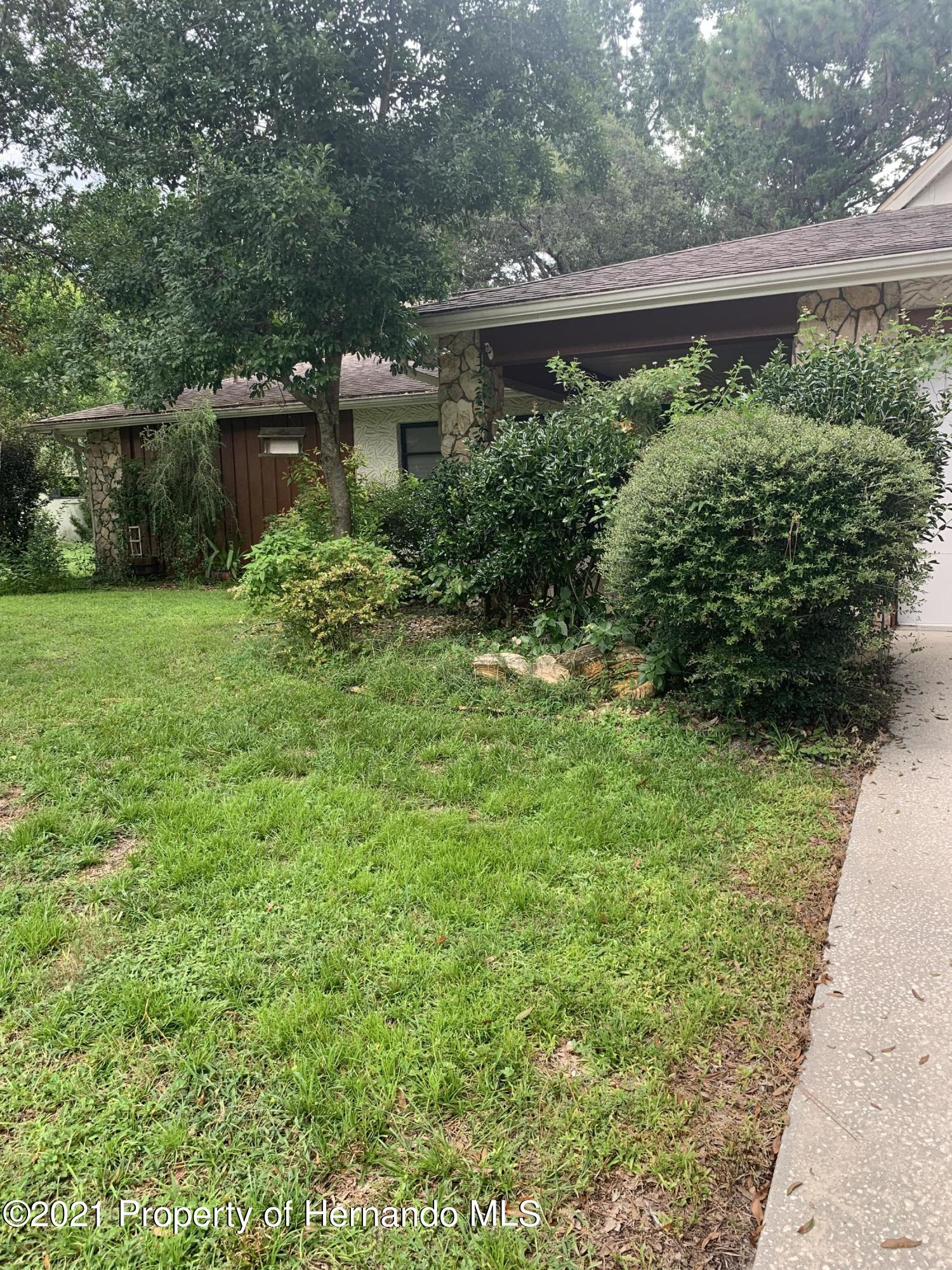 Listing photo id 2 for 7 Mastic Court