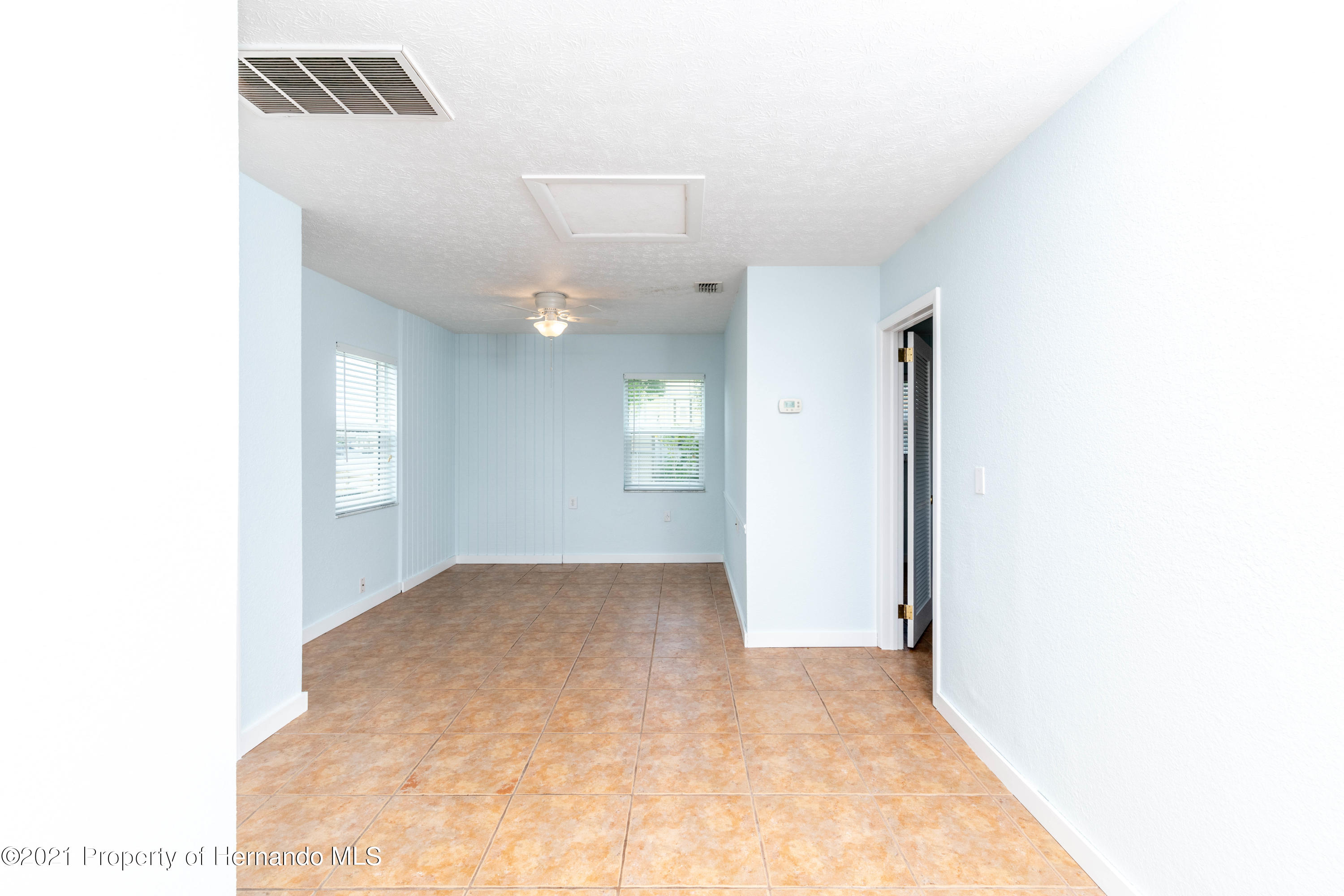 Listing photo id 10 for 3484 Eagle Nest Drive