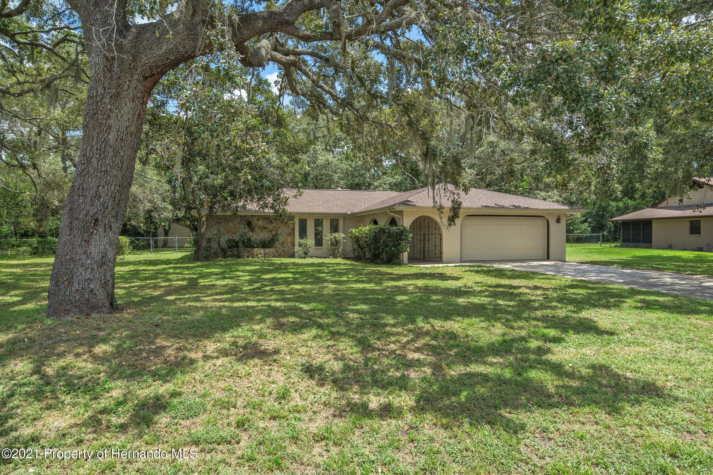 Listing photo id 3 for 1548 Meadow Lark Road