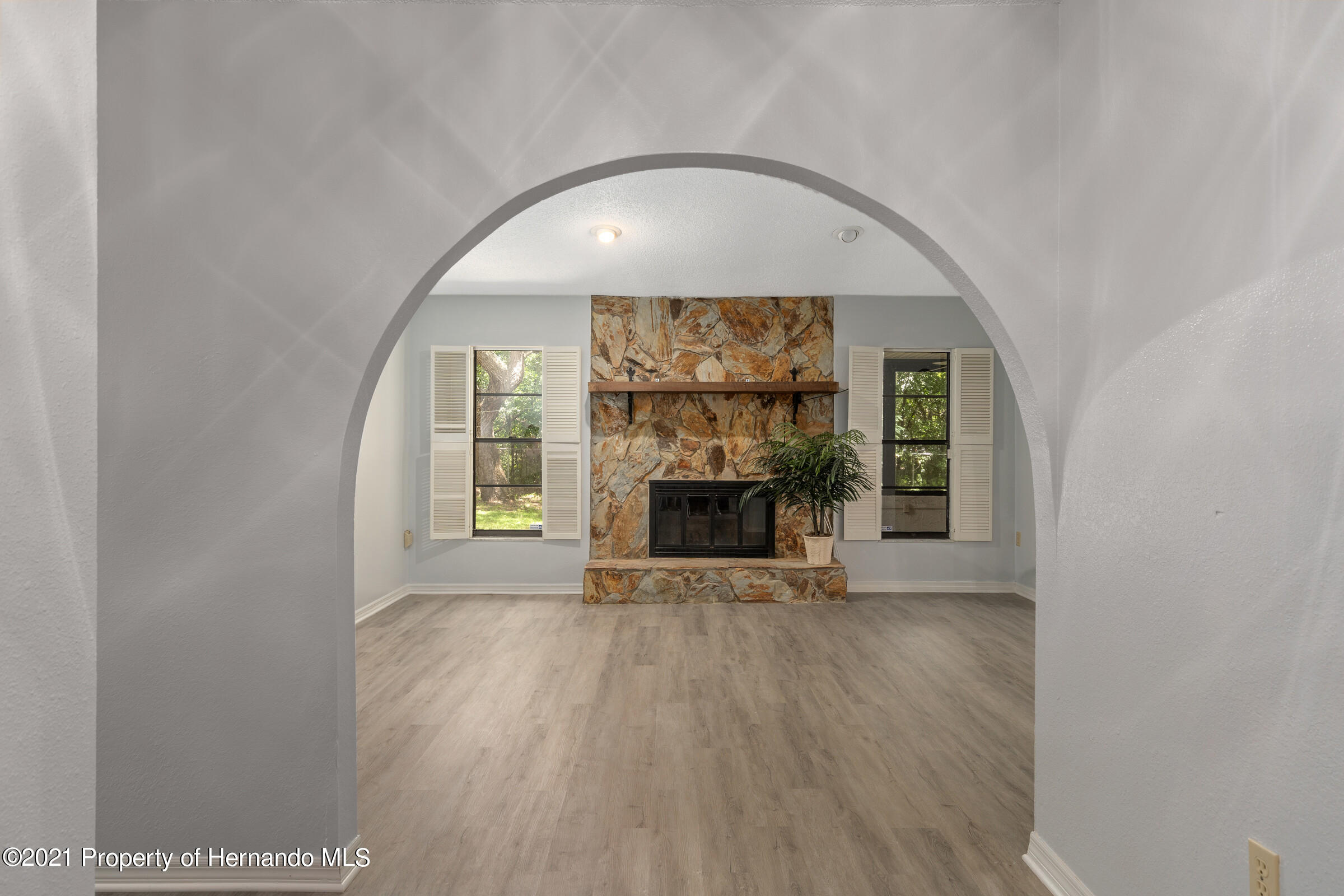 Listing photo id 15 for 1548 Meadow Lark Road