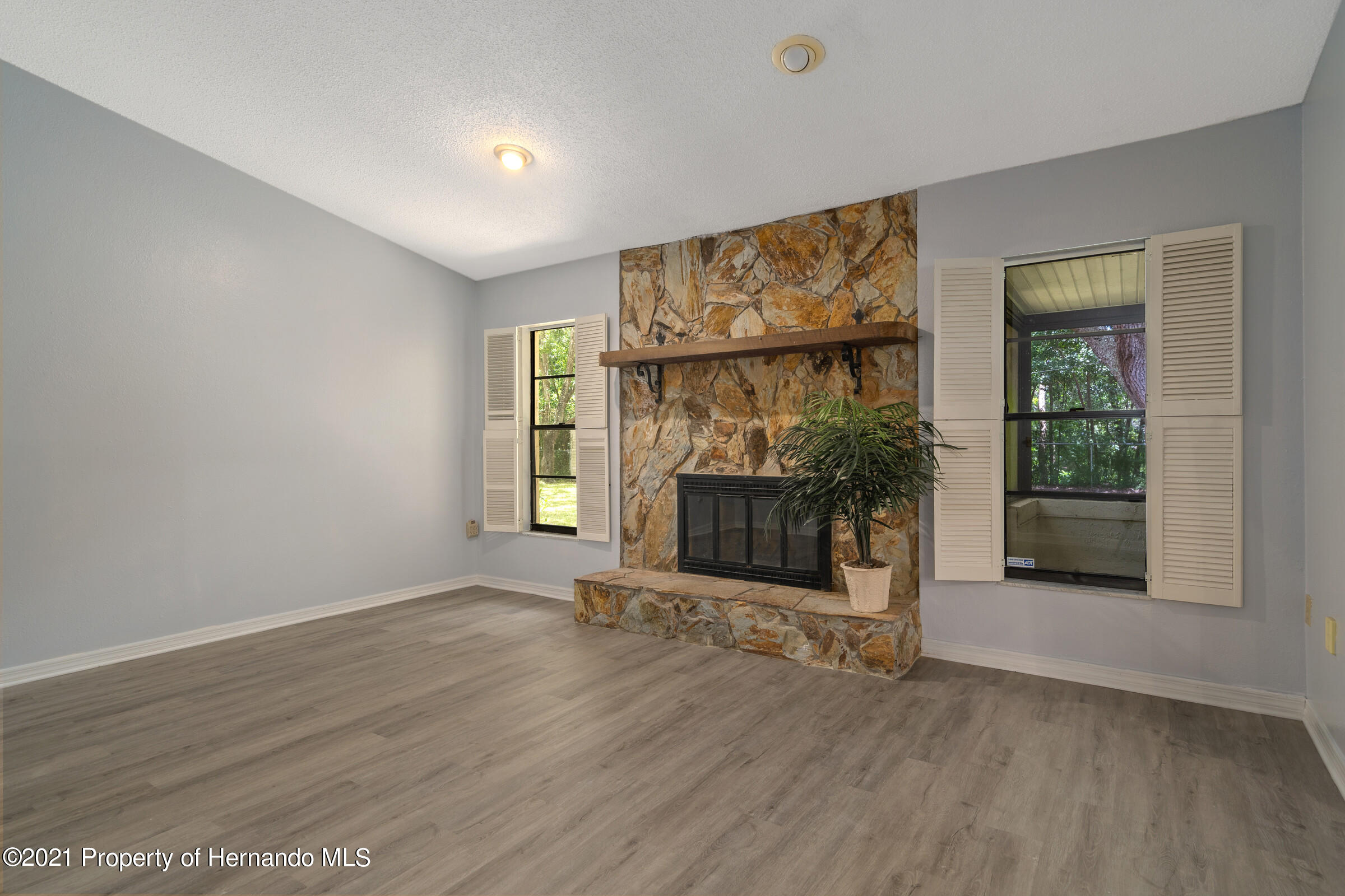 Listing photo id 17 for 1548 Meadow Lark Road