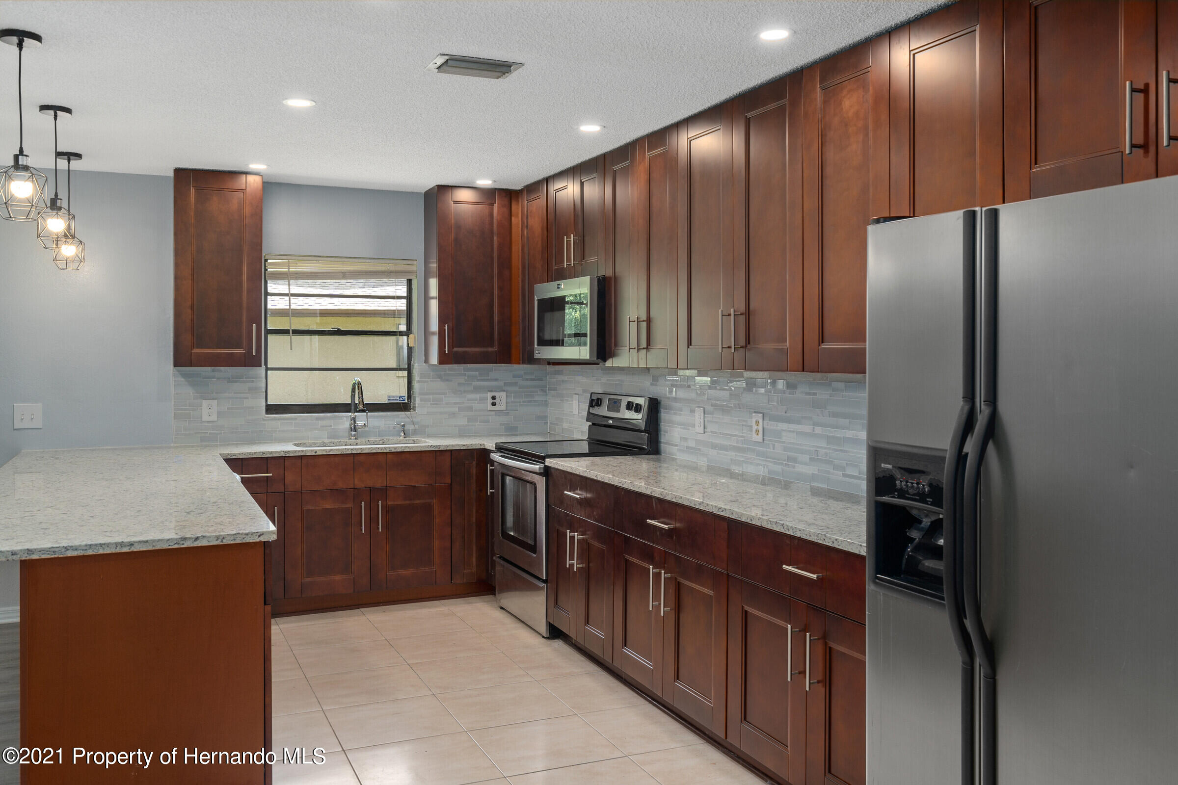 Listing photo id 10 for 1548 Meadow Lark Road