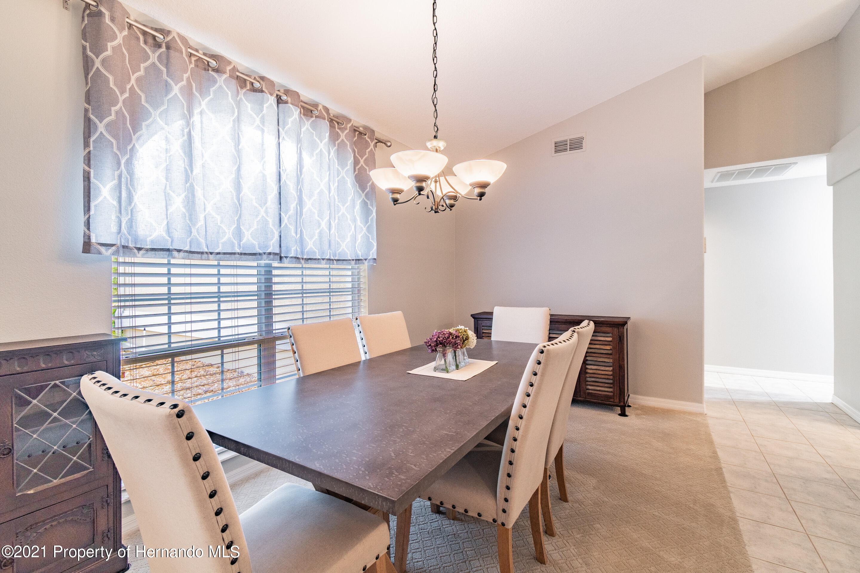 Listing photo id 7 for 38 Carnation Court
