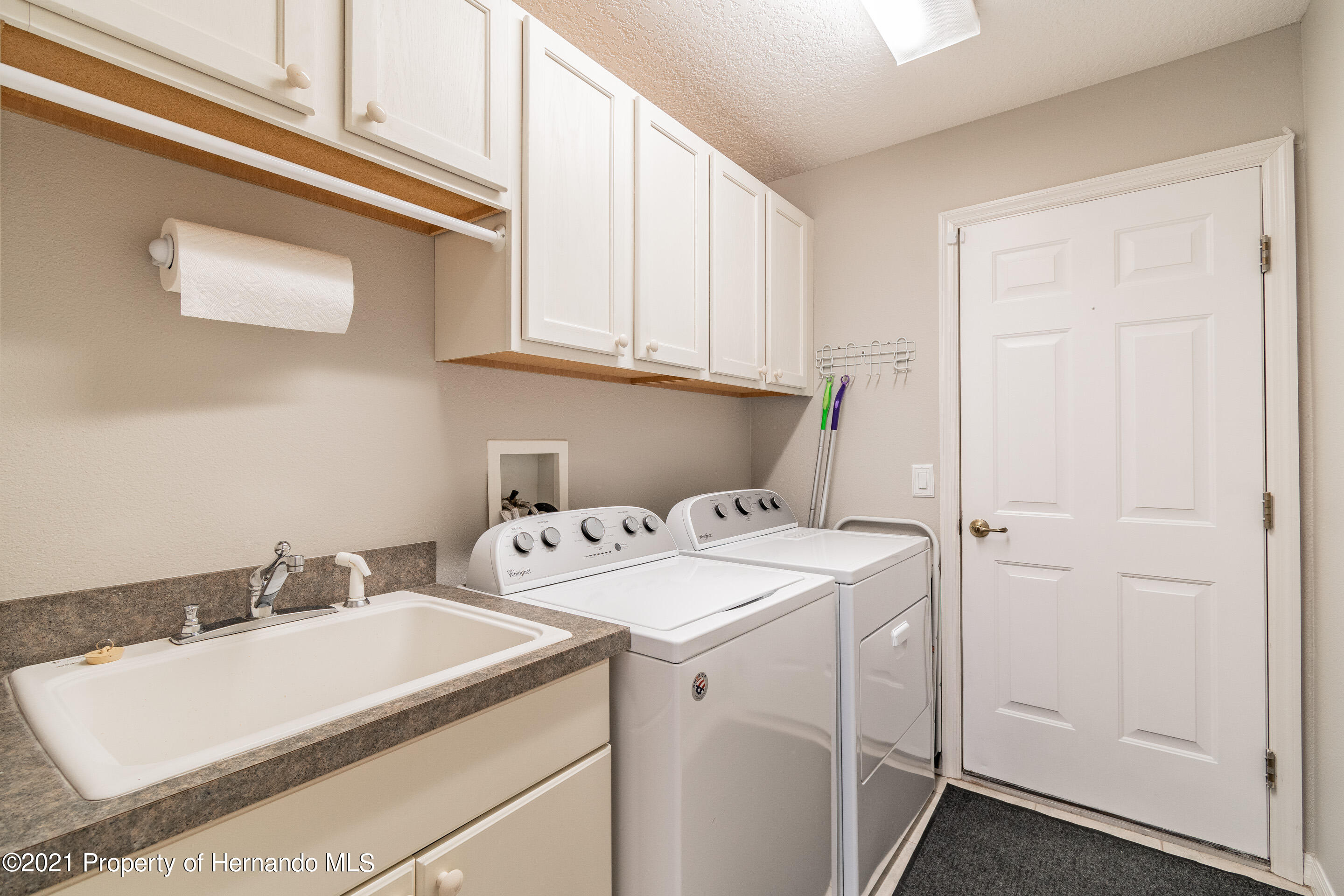 Listing photo id 22 for 38 Carnation Court
