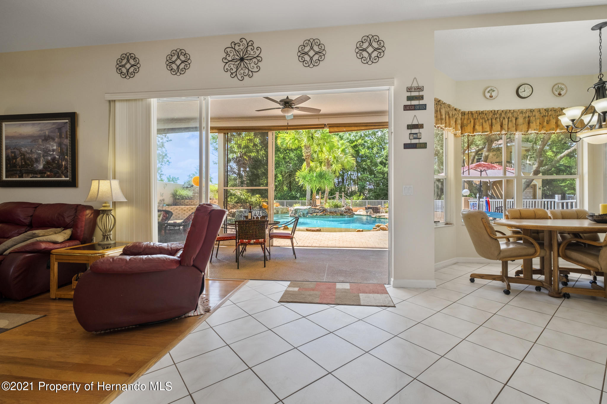 Listing photo id 7 for 12224 Fillmore Street