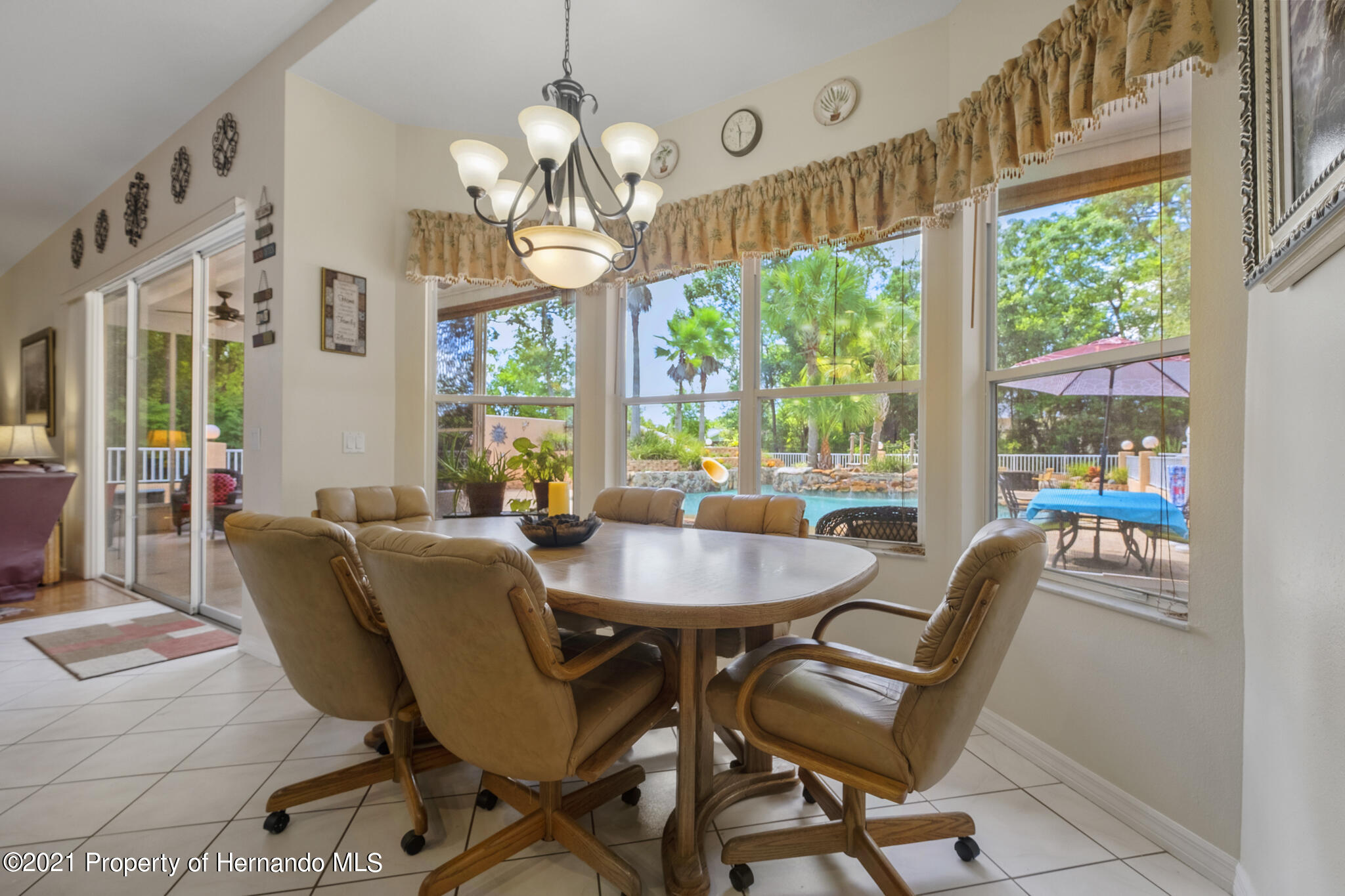 Listing photo id 12 for 12224 Fillmore Street