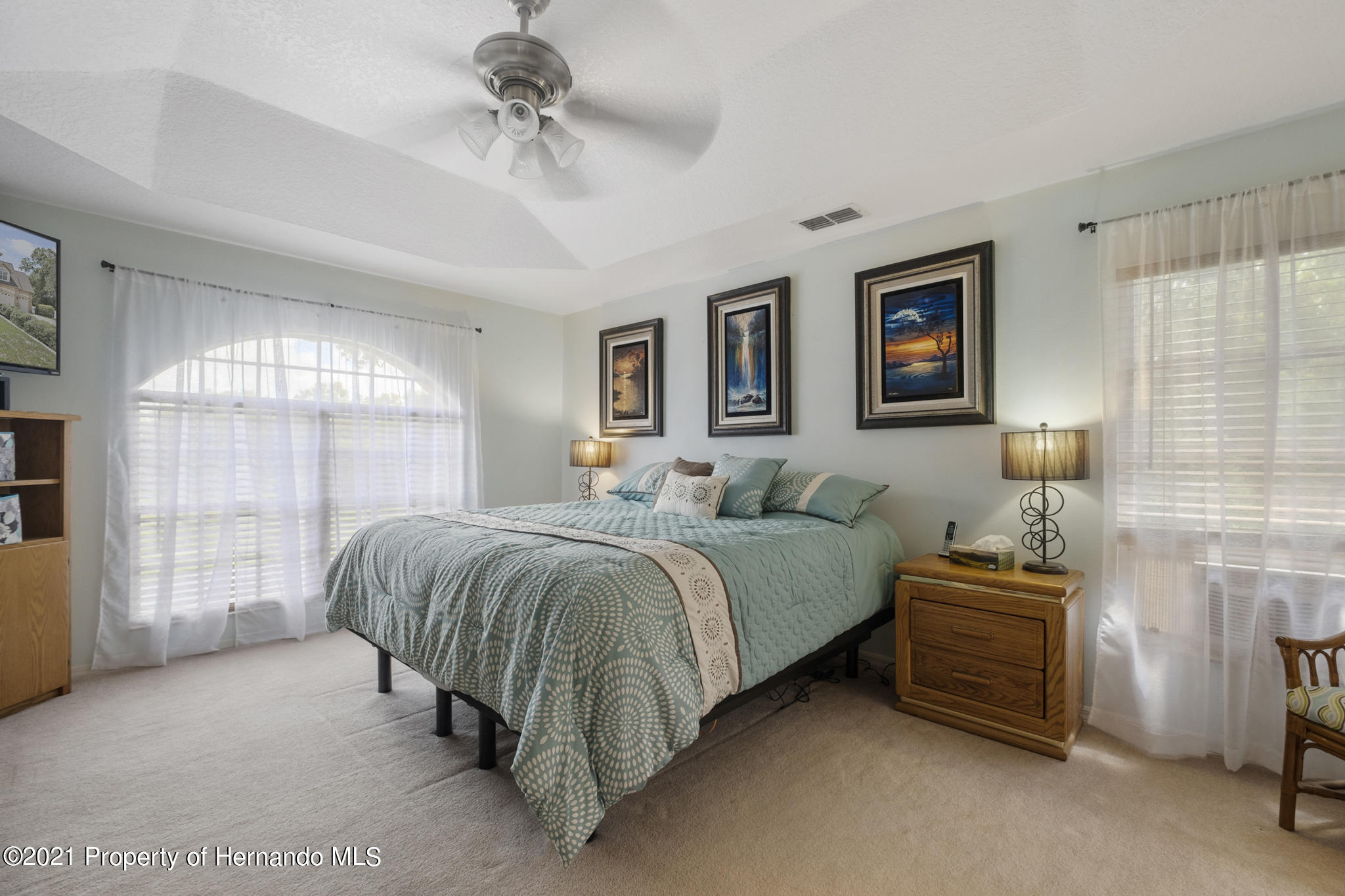 Listing photo id 25 for 12224 Fillmore Street