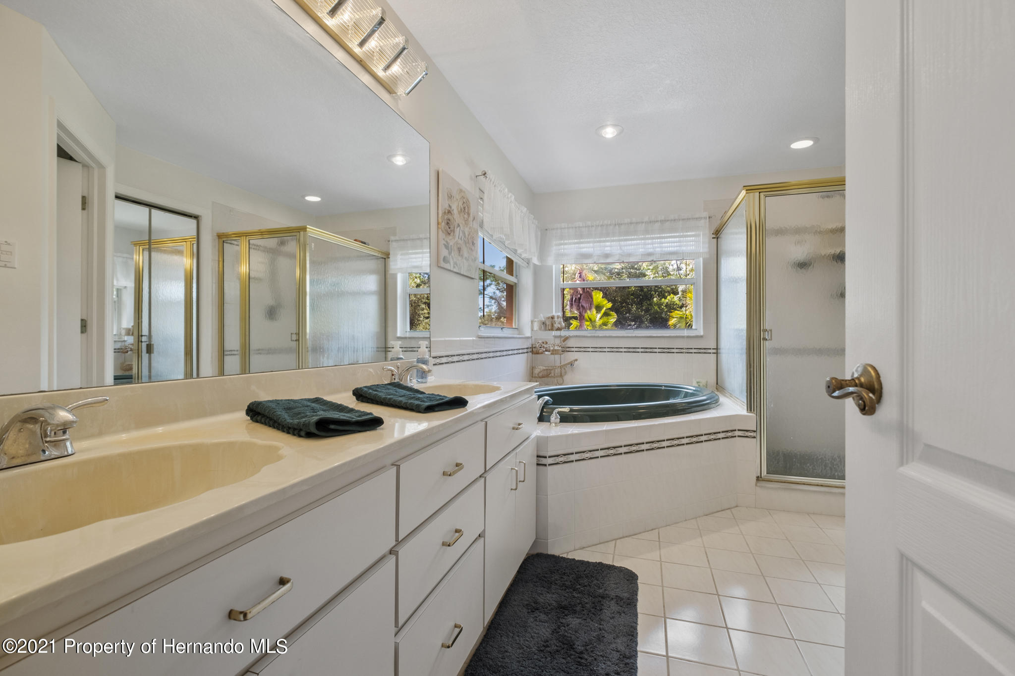 Listing photo id 28 for 12224 Fillmore Street
