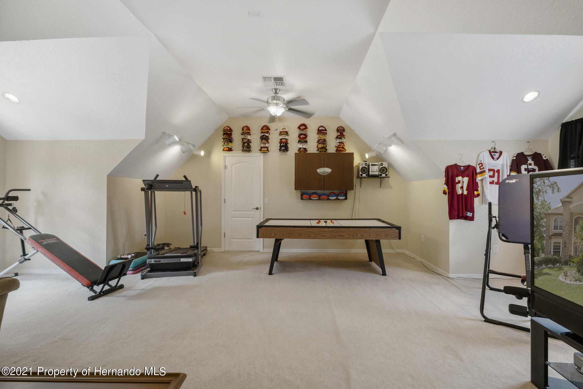 Listing photo id 36 for 12224 Fillmore Street