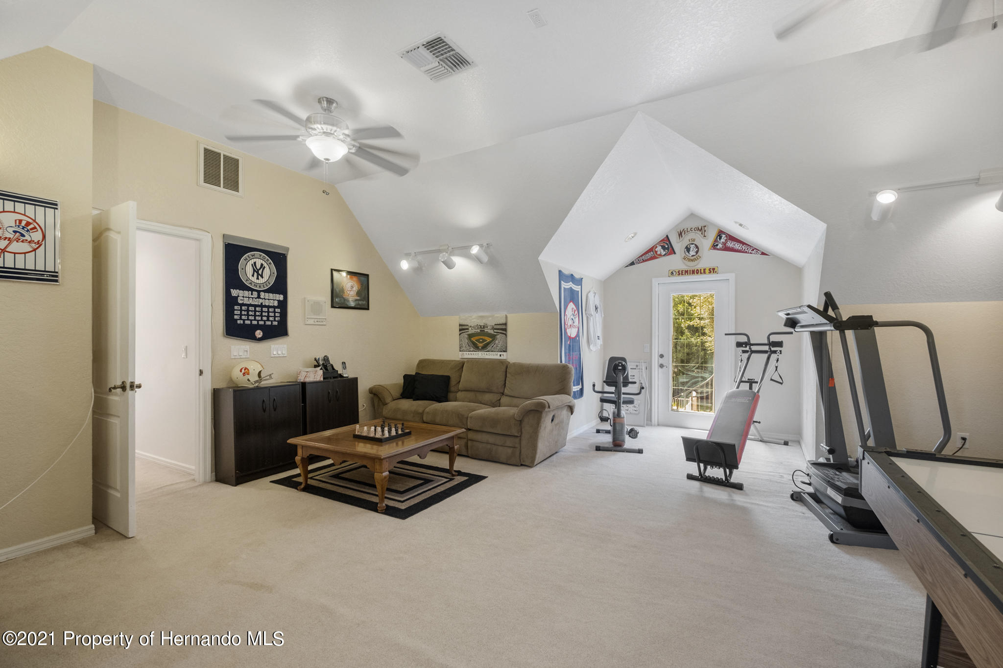 Listing photo id 37 for 12224 Fillmore Street