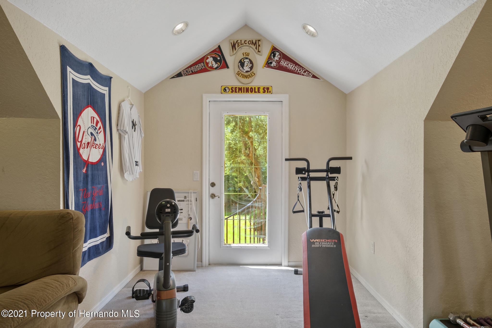 Listing photo id 38 for 12224 Fillmore Street