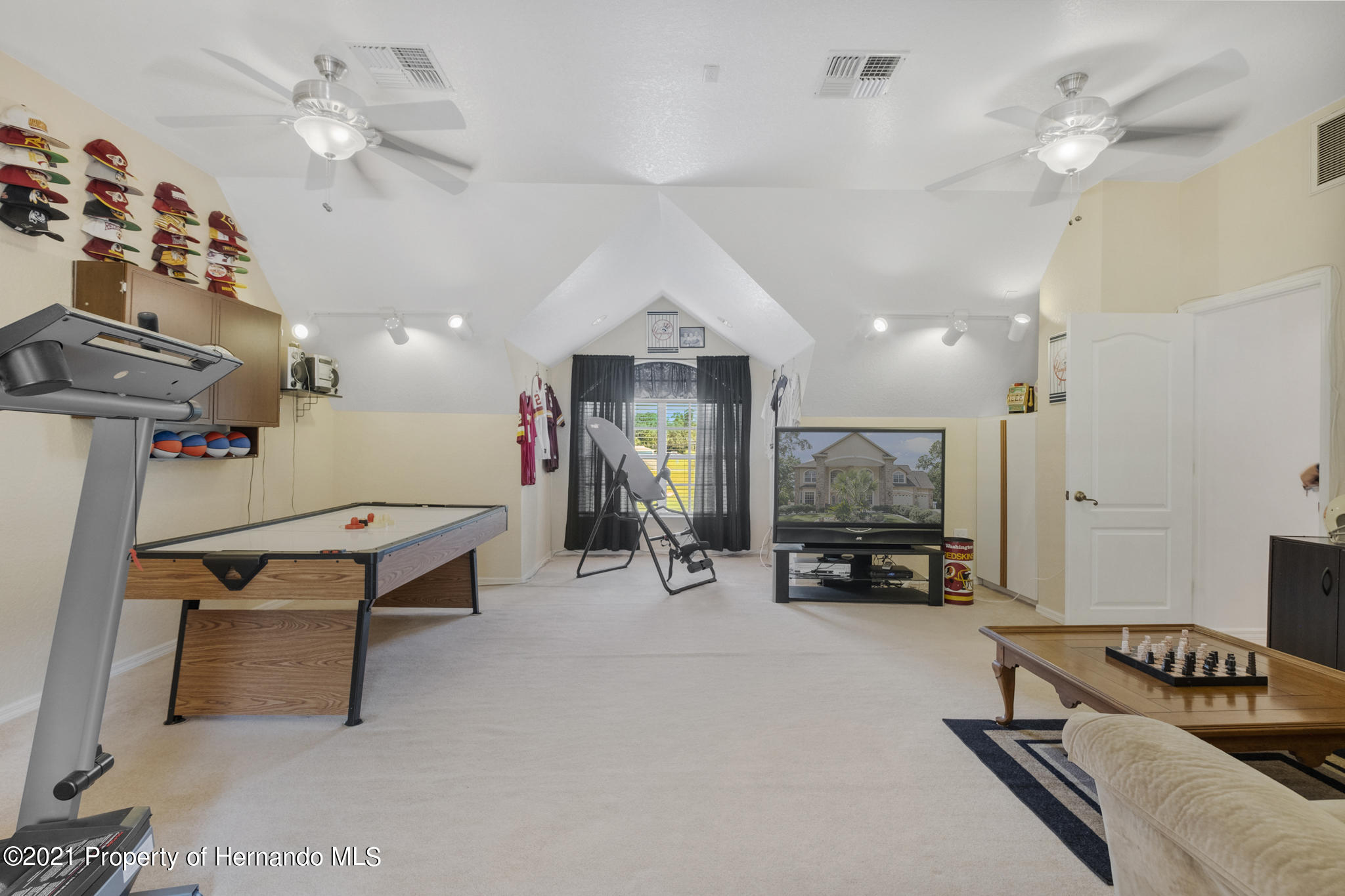 Listing photo id 39 for 12224 Fillmore Street