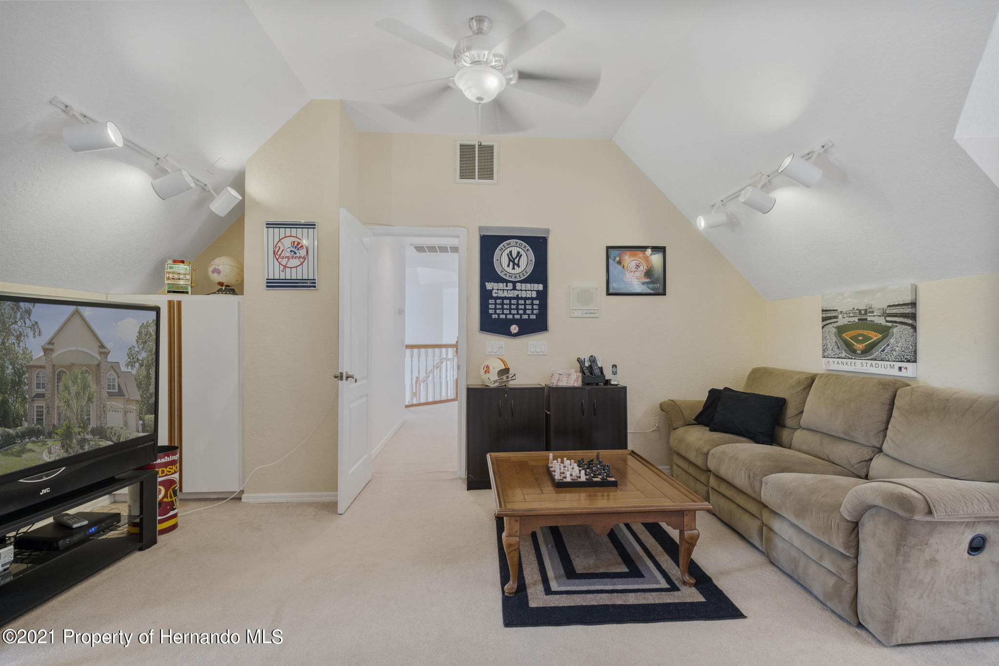 Listing photo id 40 for 12224 Fillmore Street