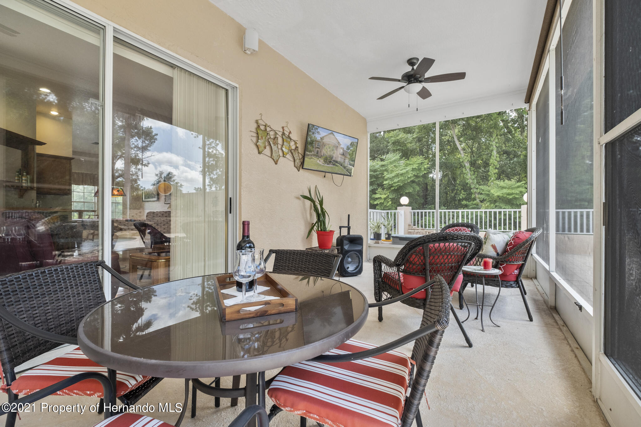 Listing photo id 46 for 12224 Fillmore Street