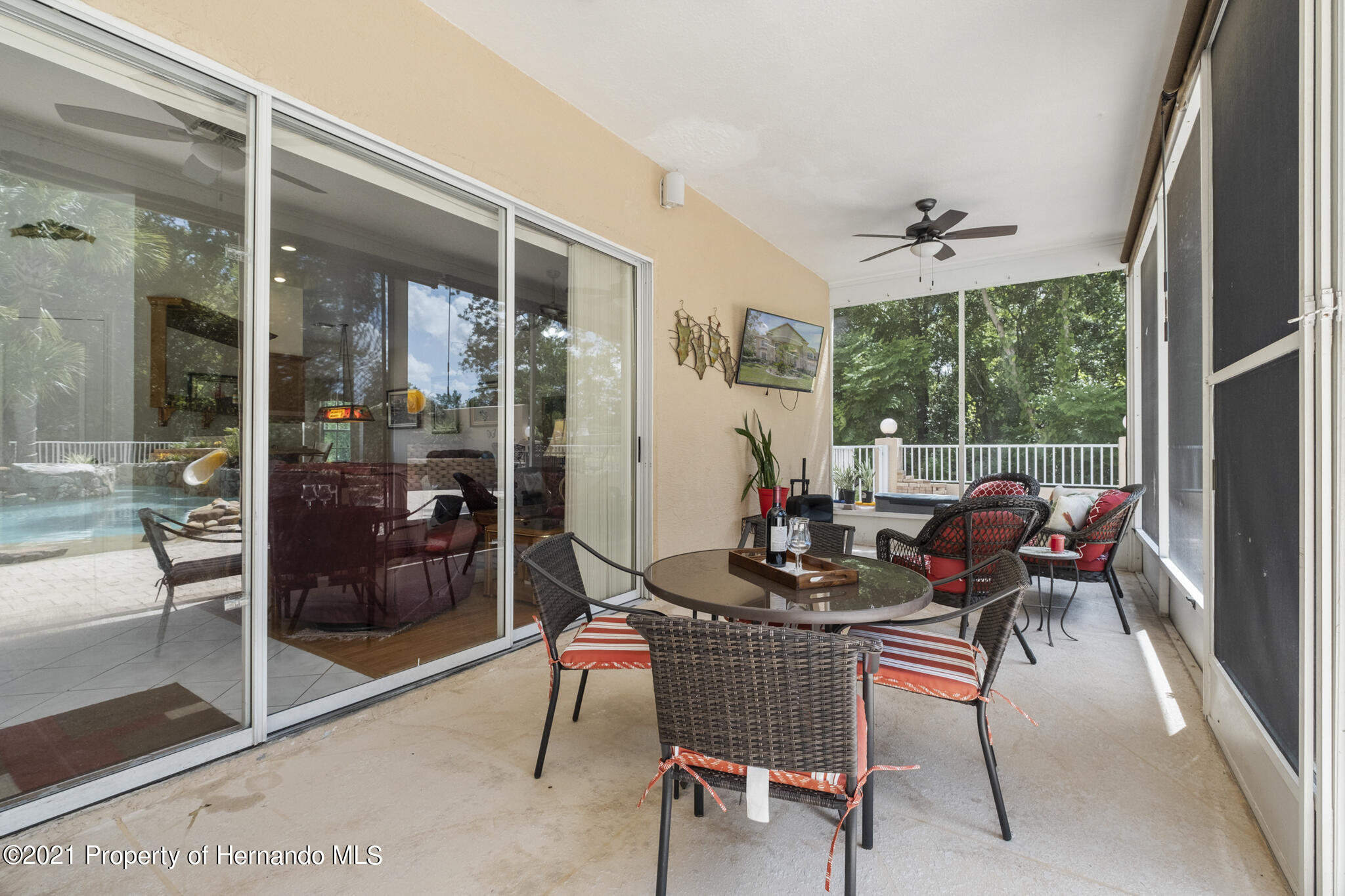 Listing photo id 45 for 12224 Fillmore Street