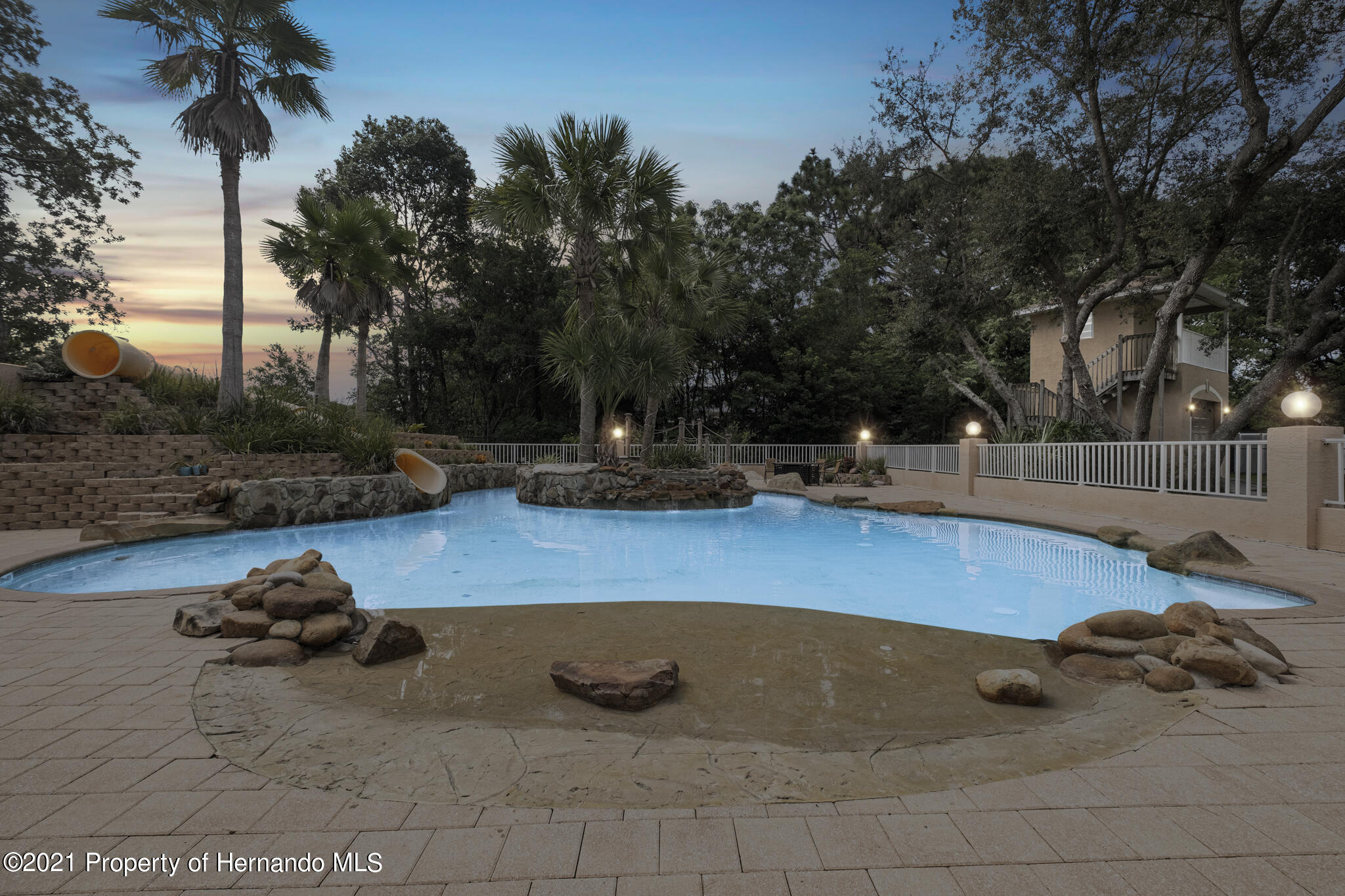 Listing photo id 57 for 12224 Fillmore Street