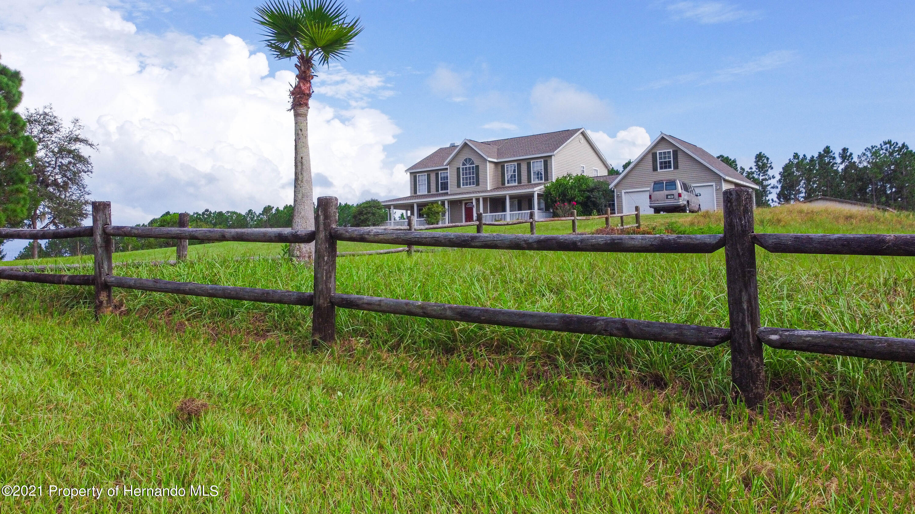 Listing photo id 3 for 13445 Majestic Point