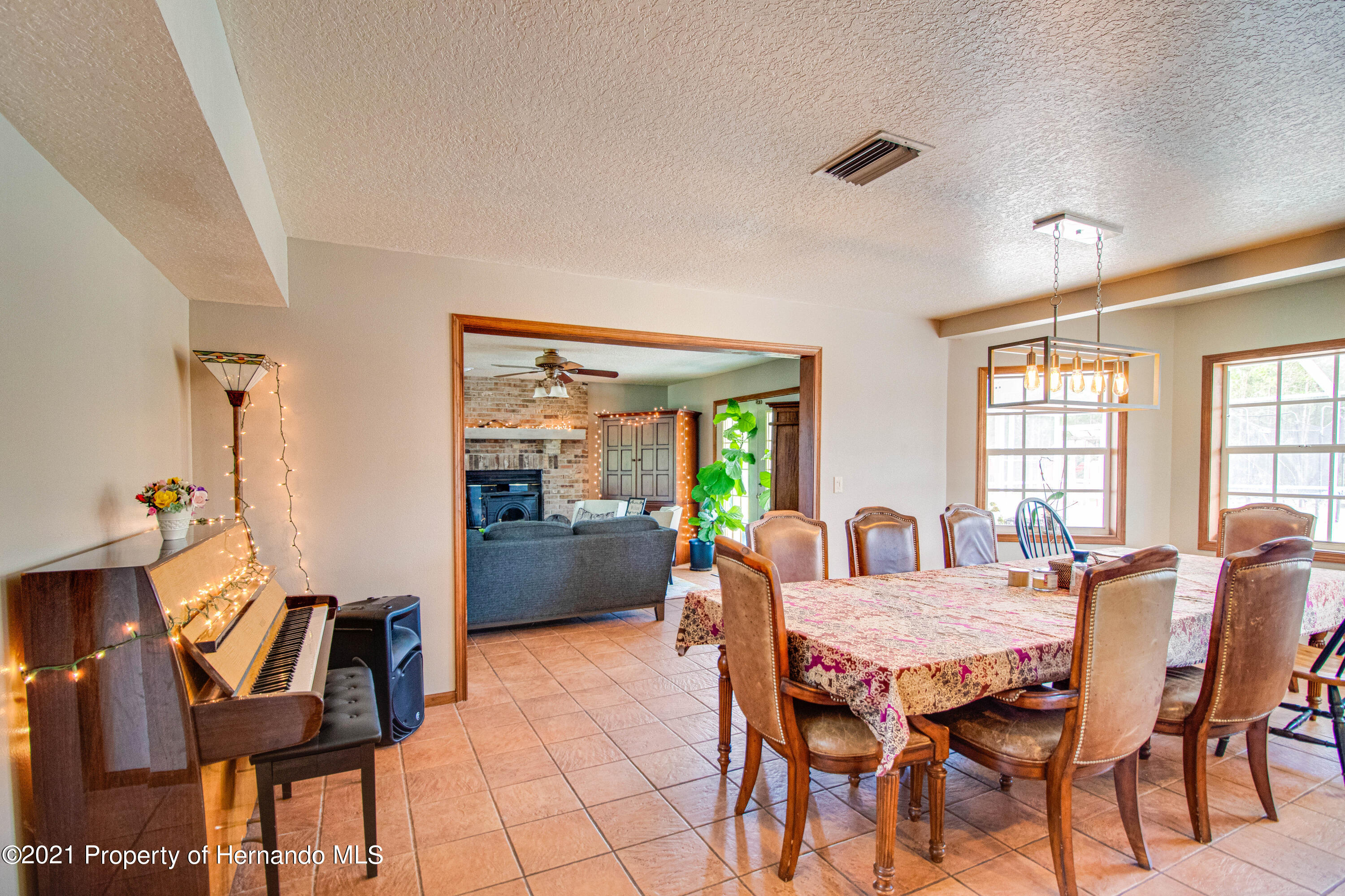 Listing photo id 24 for 13445 Majestic Point