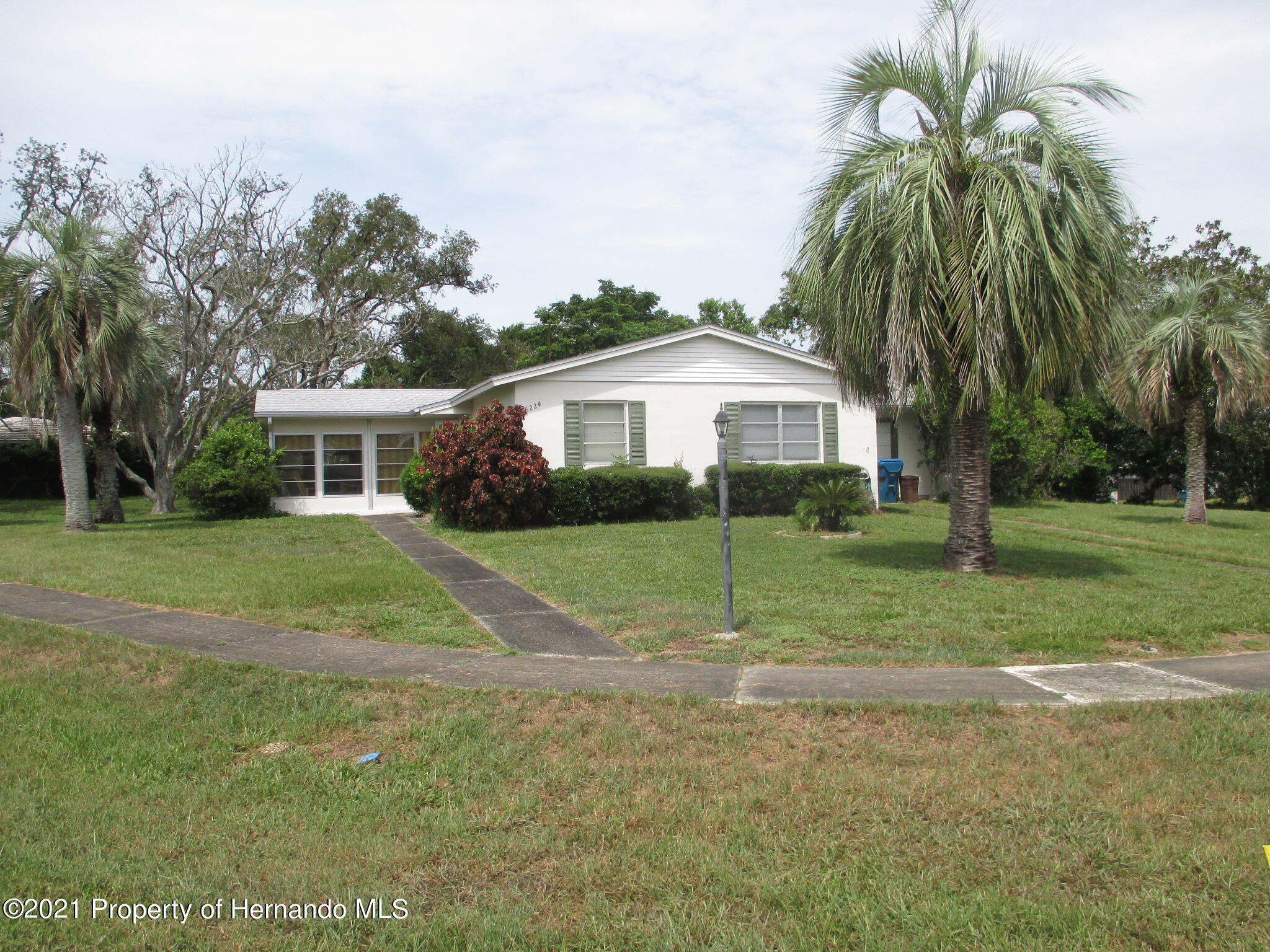 Listing photo id 2 for 6224 Kelvin Court