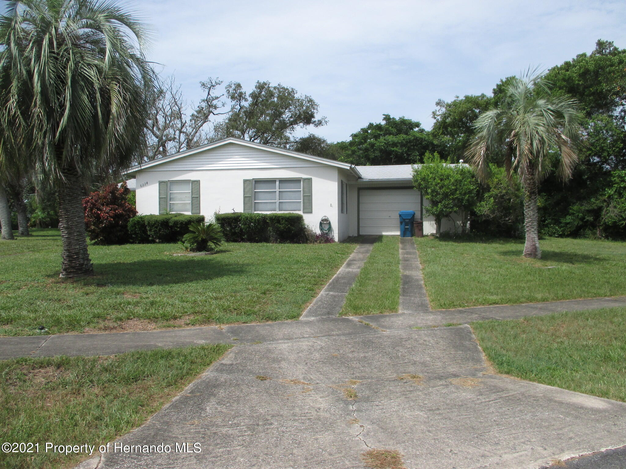 Listing photo id 3 for 6224 Kelvin Court