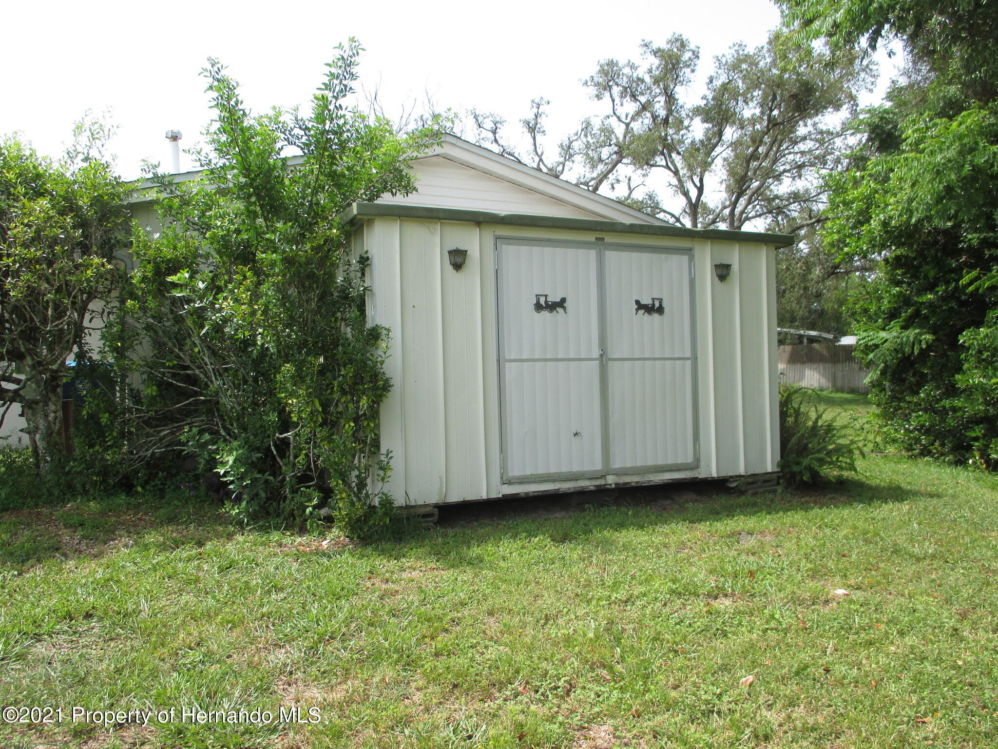 Listing photo id 4 for 6224 Kelvin Court