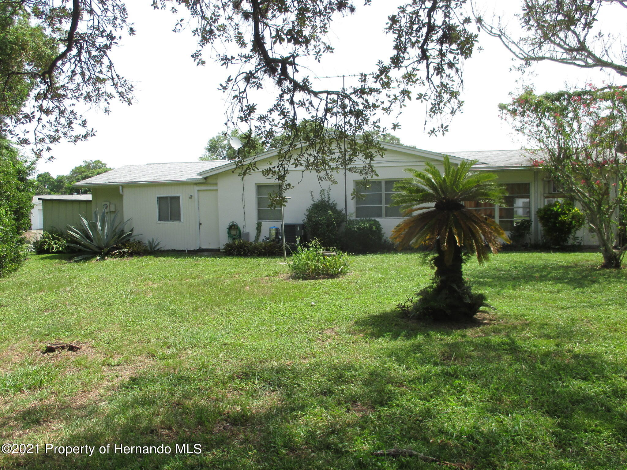 Listing photo id 5 for 6224 Kelvin Court