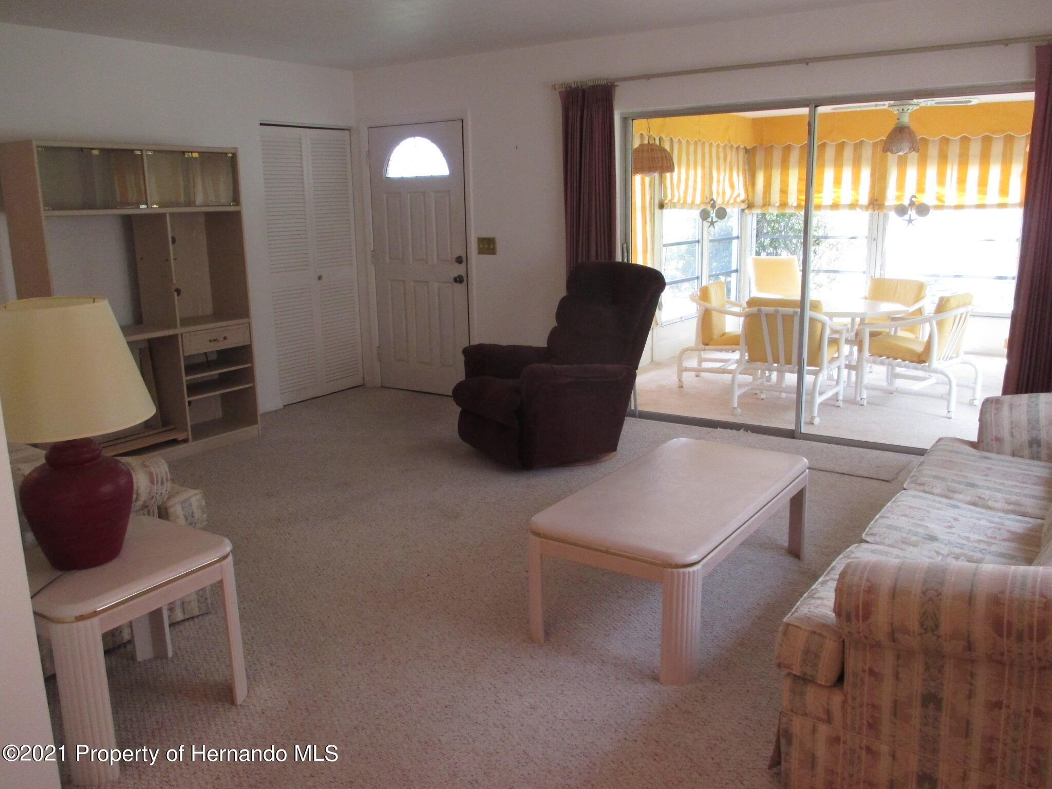 Listing photo id 9 for 6224 Kelvin Court
