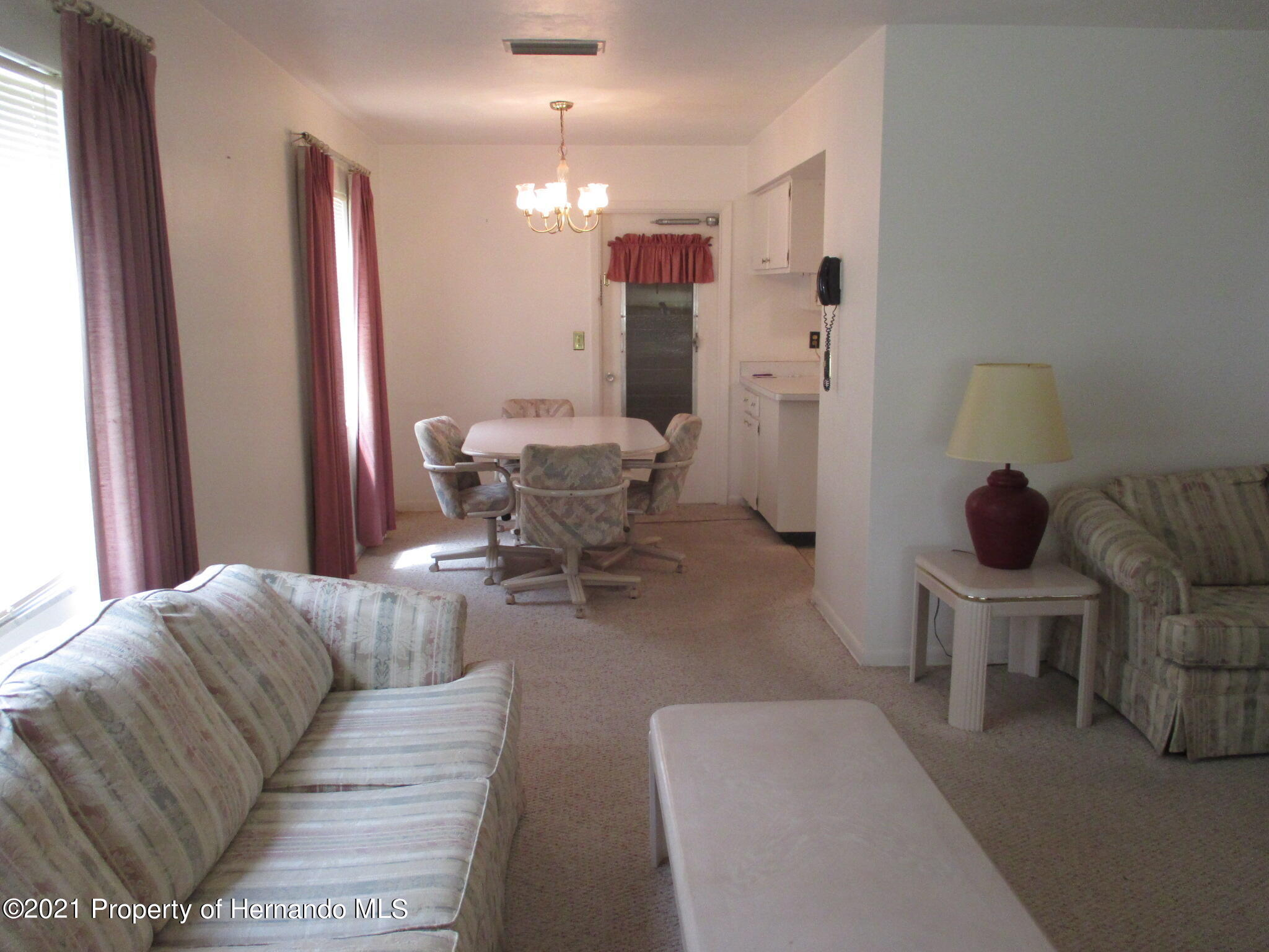 Listing photo id 12 for 6224 Kelvin Court
