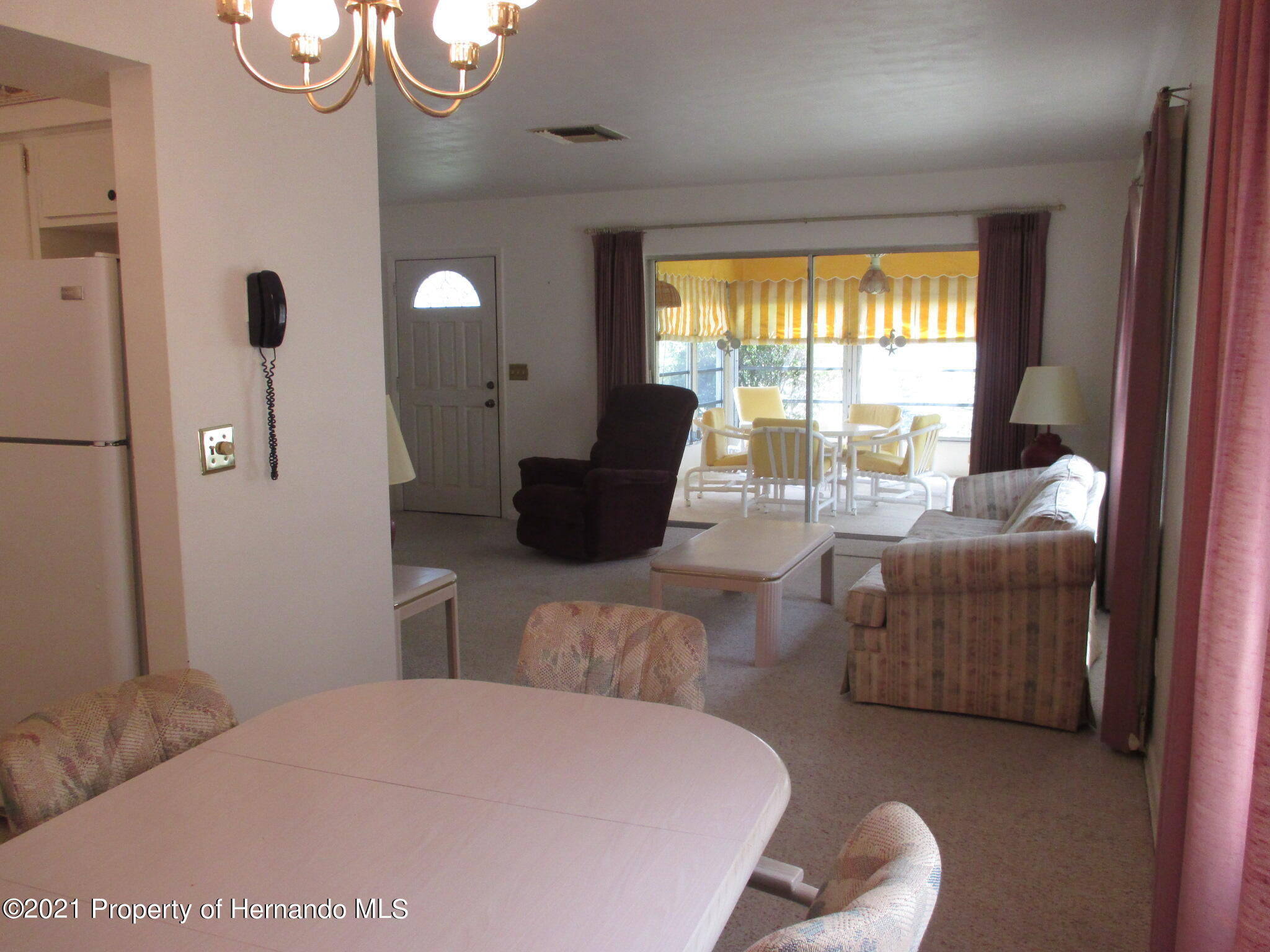 Listing photo id 13 for 6224 Kelvin Court