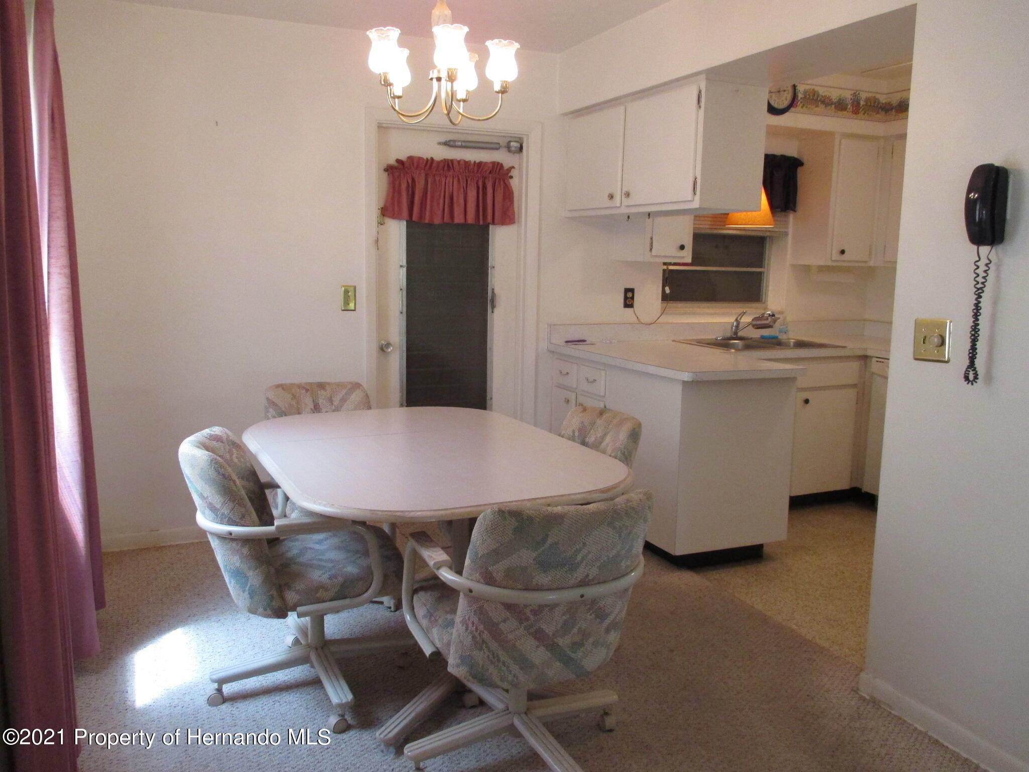 Listing photo id 14 for 6224 Kelvin Court