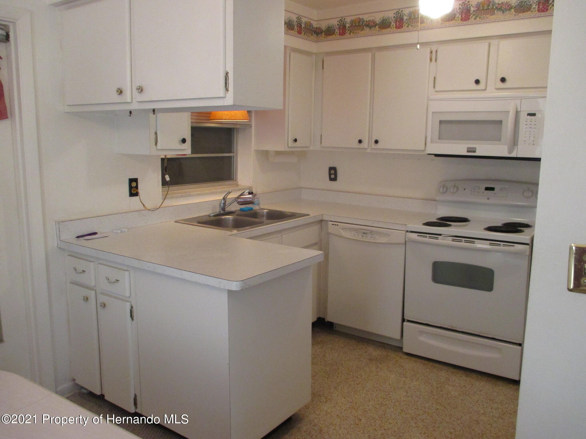 Listing photo id 16 for 6224 Kelvin Court