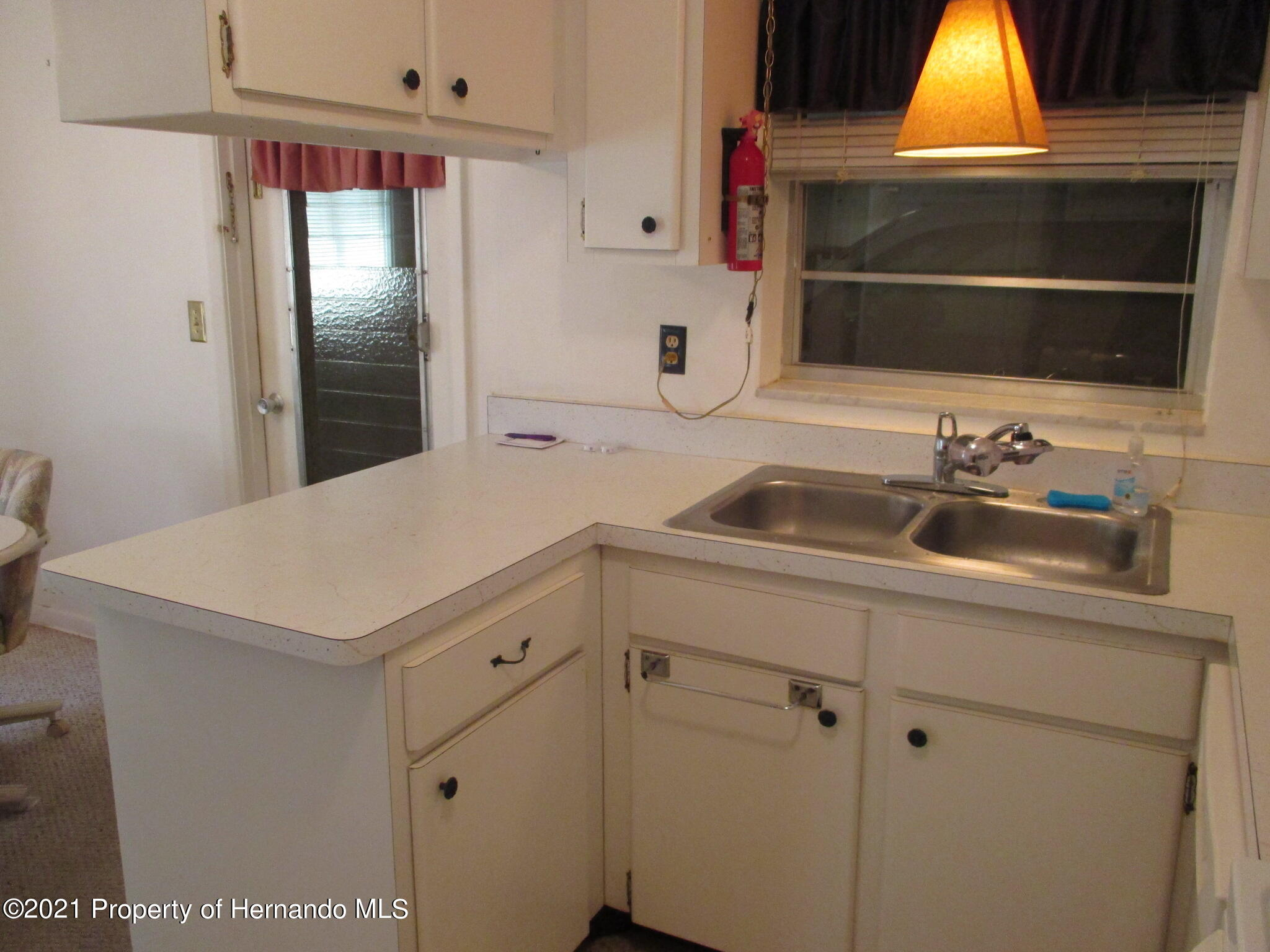 Listing photo id 18 for 6224 Kelvin Court