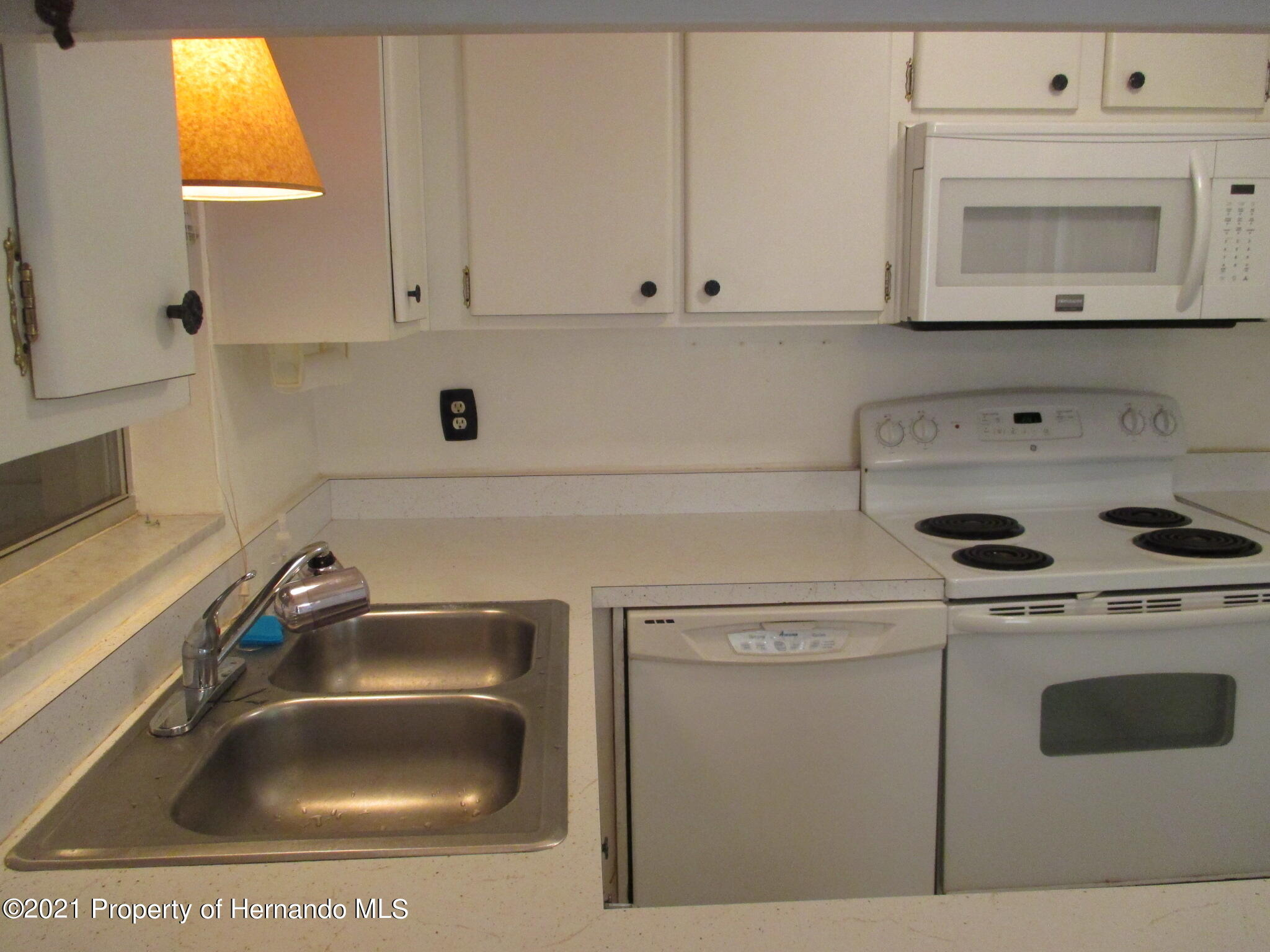 Listing photo id 19 for 6224 Kelvin Court