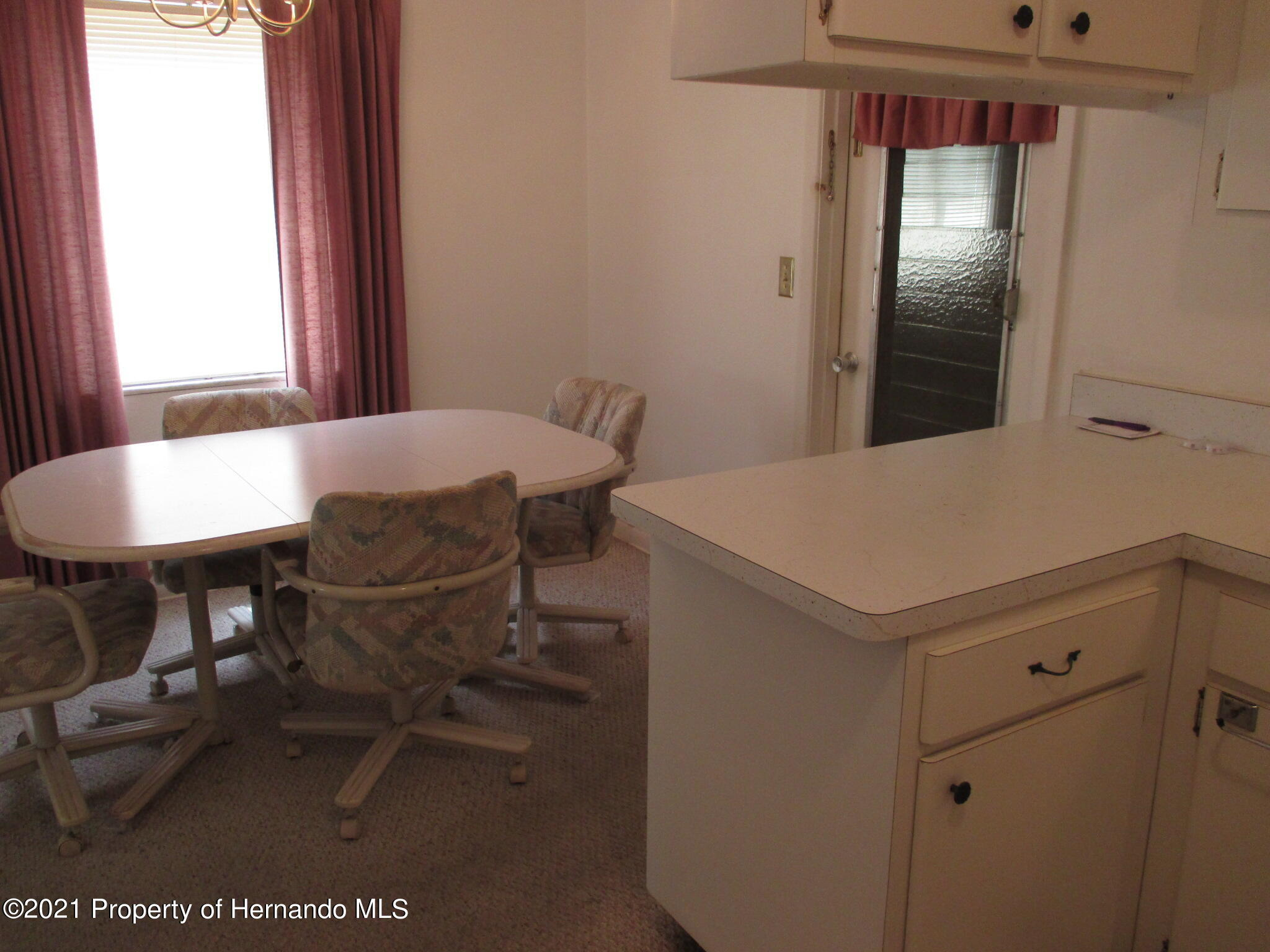 Listing photo id 21 for 6224 Kelvin Court