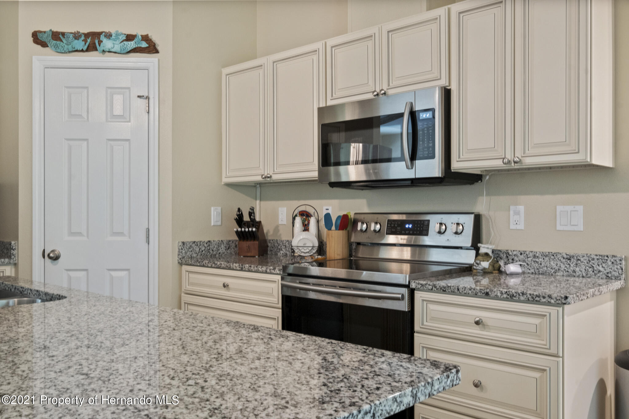Listing photo id 12 for 13 Twinberry Court