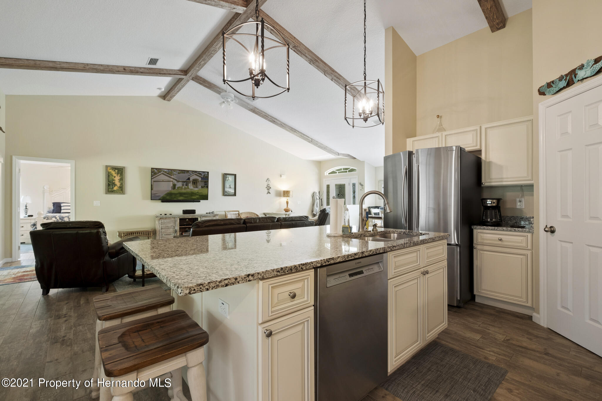 Listing photo id 13 for 13 Twinberry Court