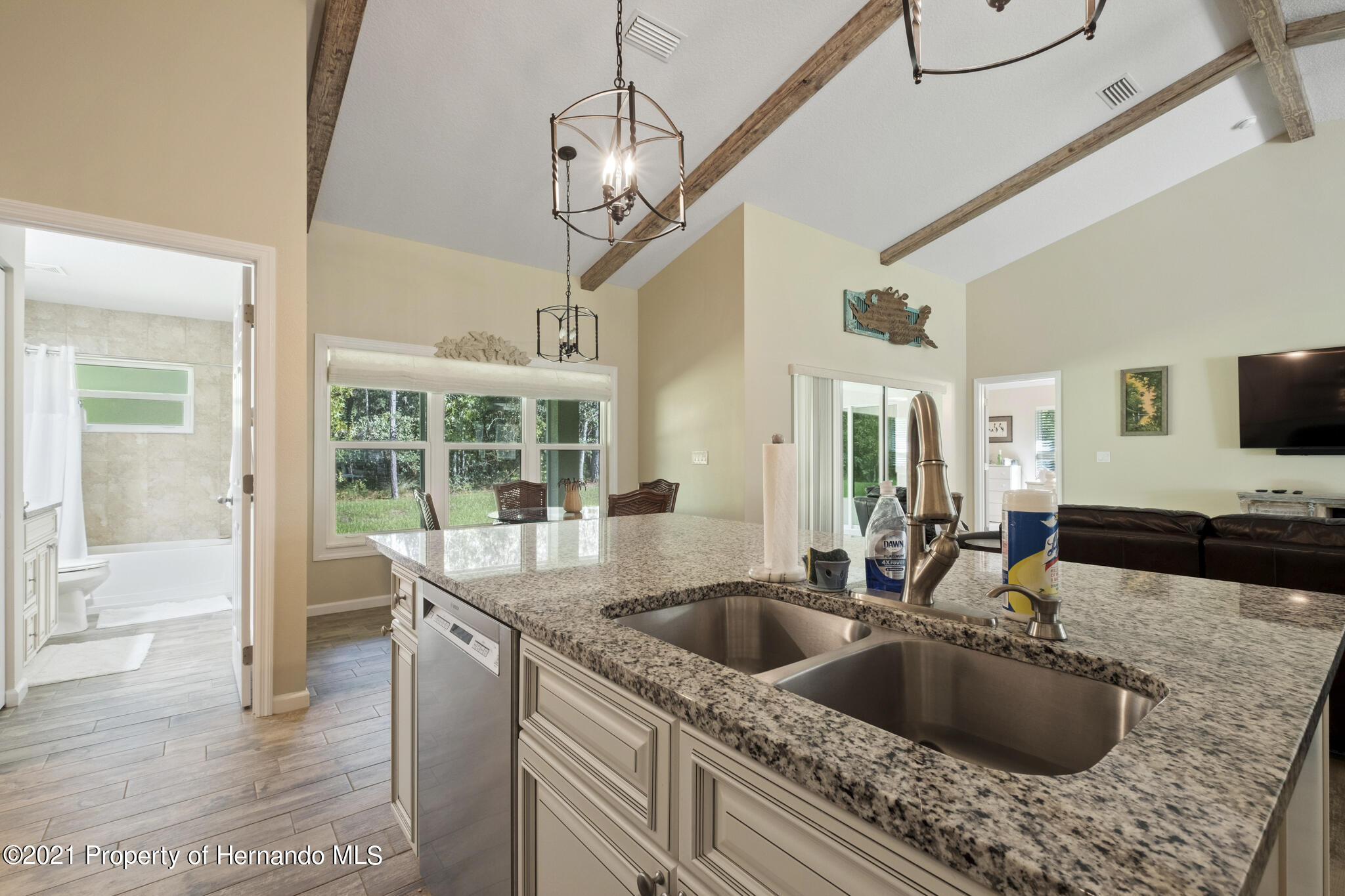 Listing photo id 15 for 13 Twinberry Court