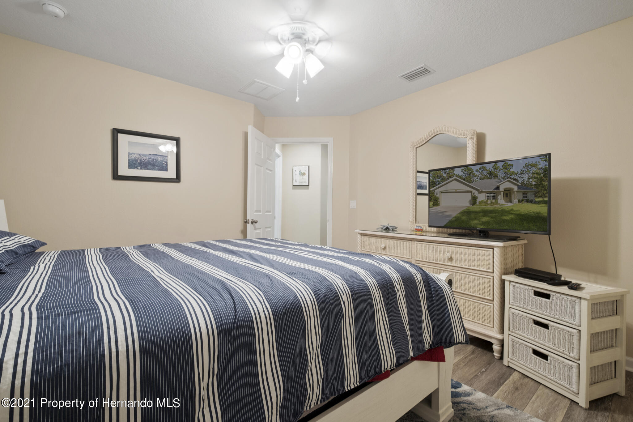 Listing photo id 27 for 13 Twinberry Court