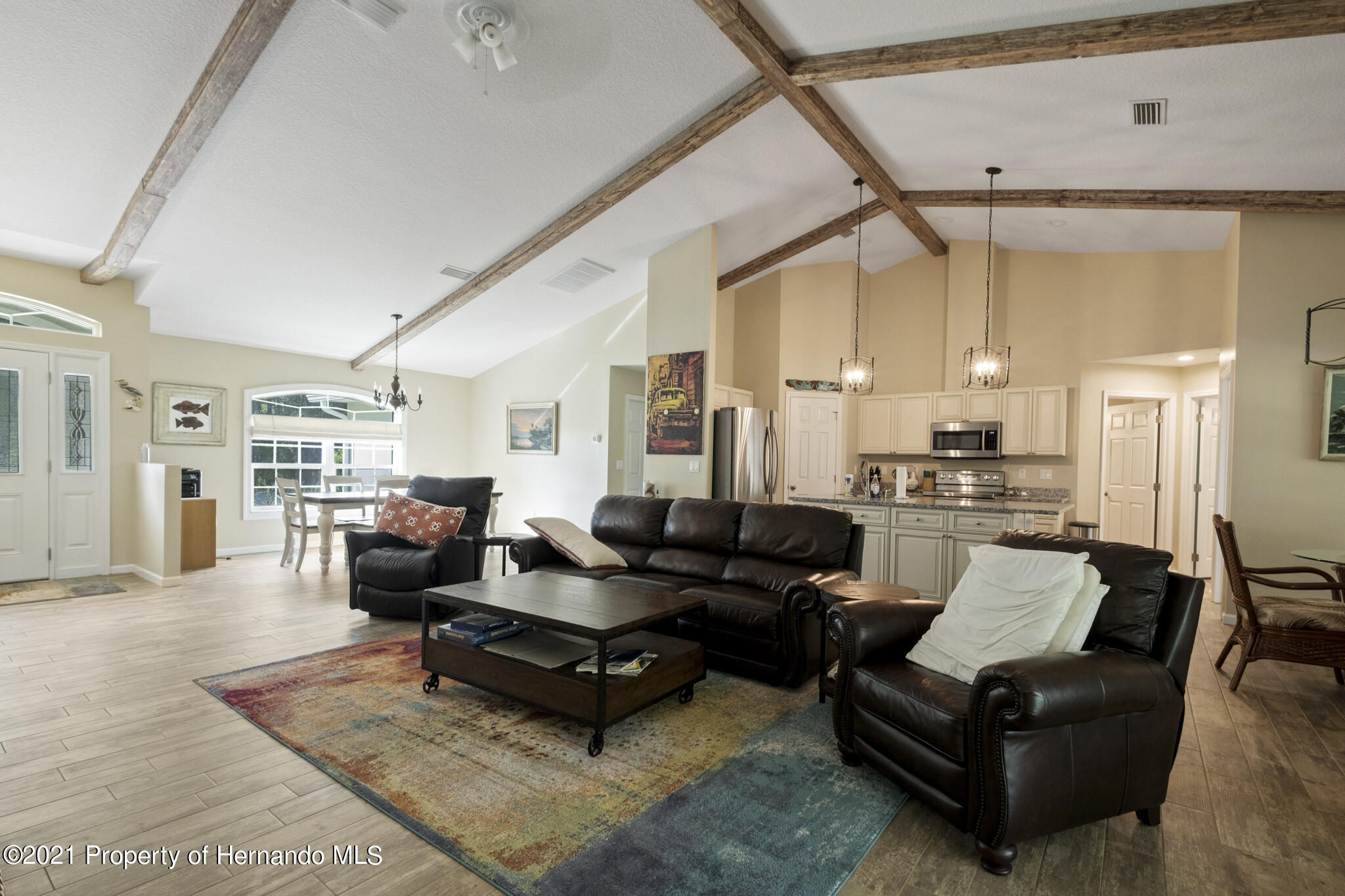 Listing photo id 9 for 13 Twinberry Court