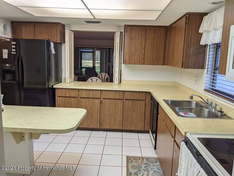 Listing photo id 8 for 37 Chinaberry Circle