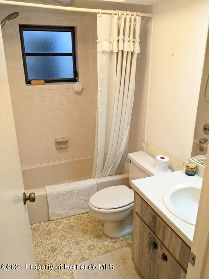Listing photo id 9 for 37 Chinaberry Circle