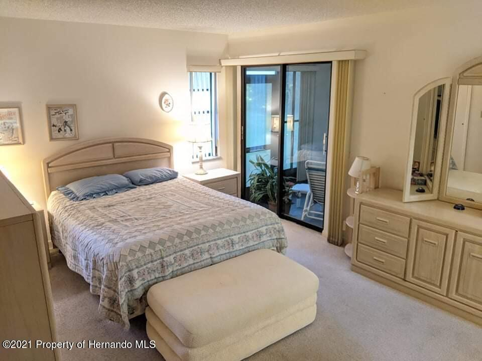 Listing photo id 12 for 37 Chinaberry Circle