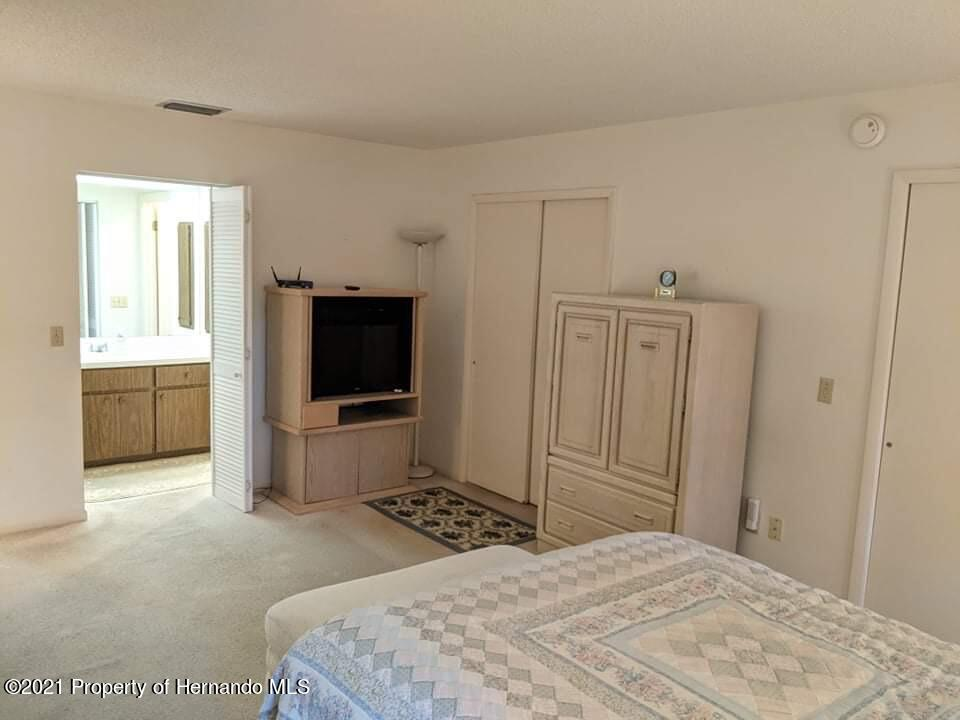 Listing photo id 13 for 37 Chinaberry Circle