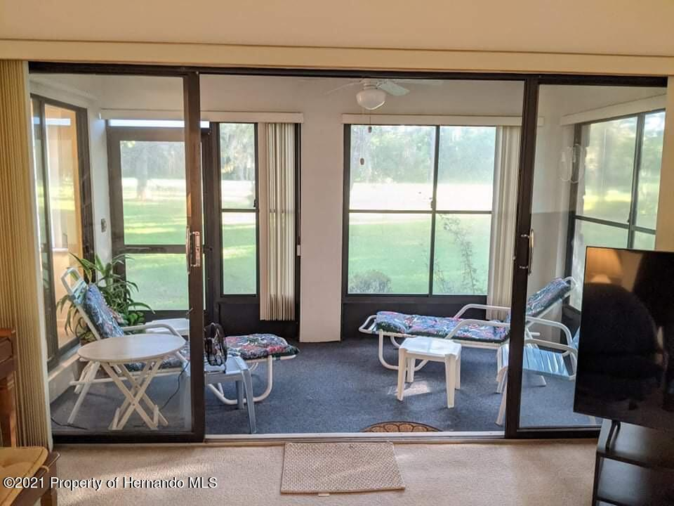 Listing photo id 14 for 37 Chinaberry Circle