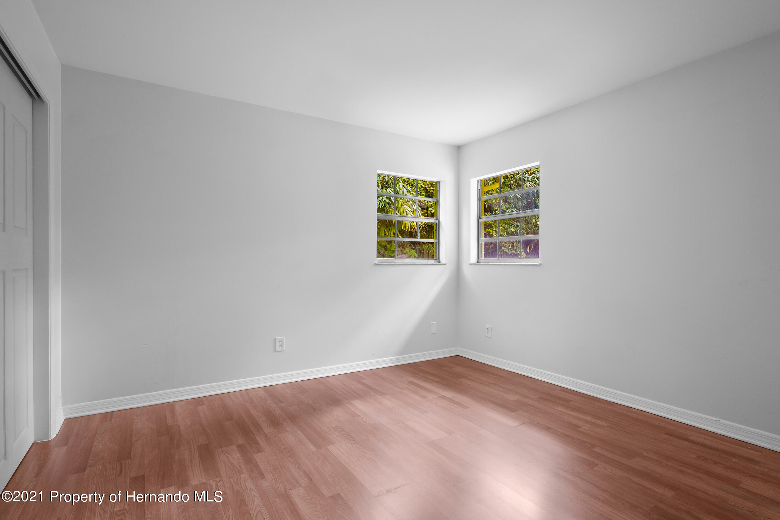 Listing photo id 5 for 6166 Wingate Street