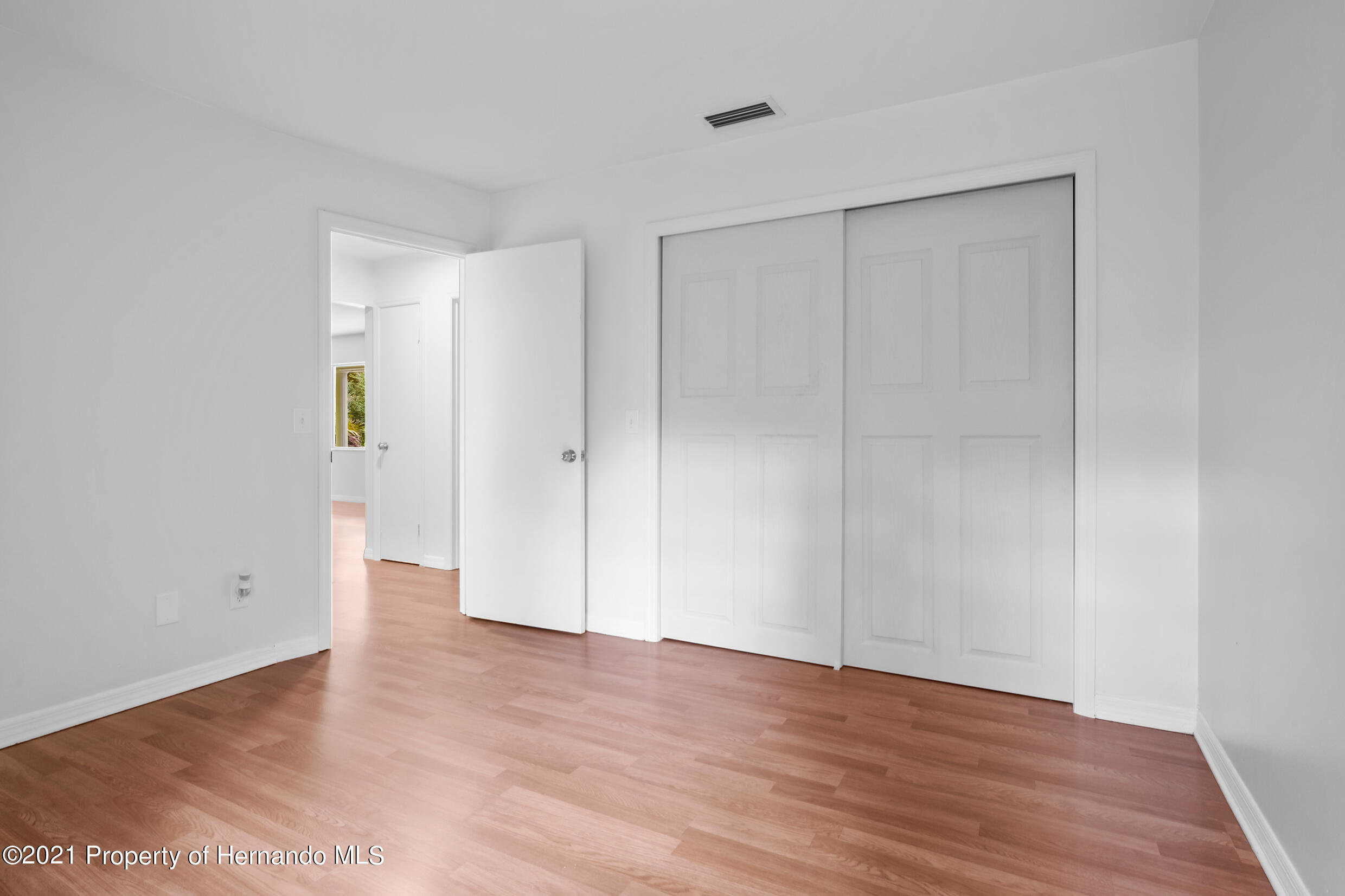 Listing photo id 6 for 6166 Wingate Street
